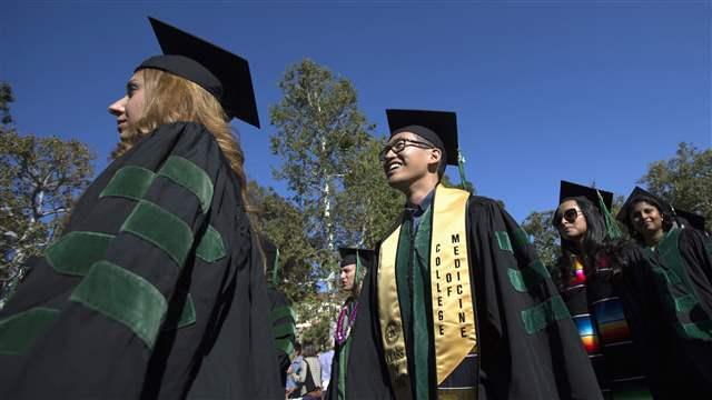 graduation012_16x9