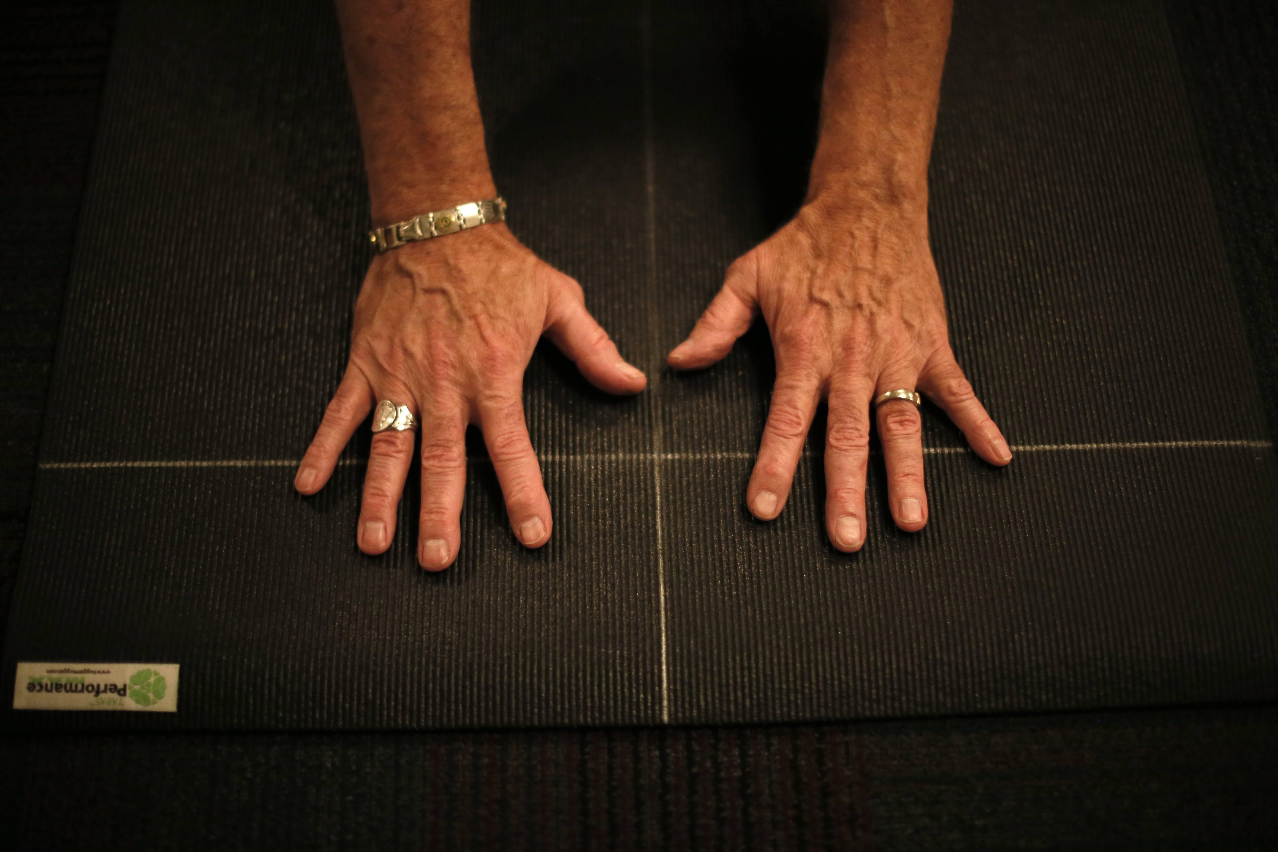 elderly_hands001