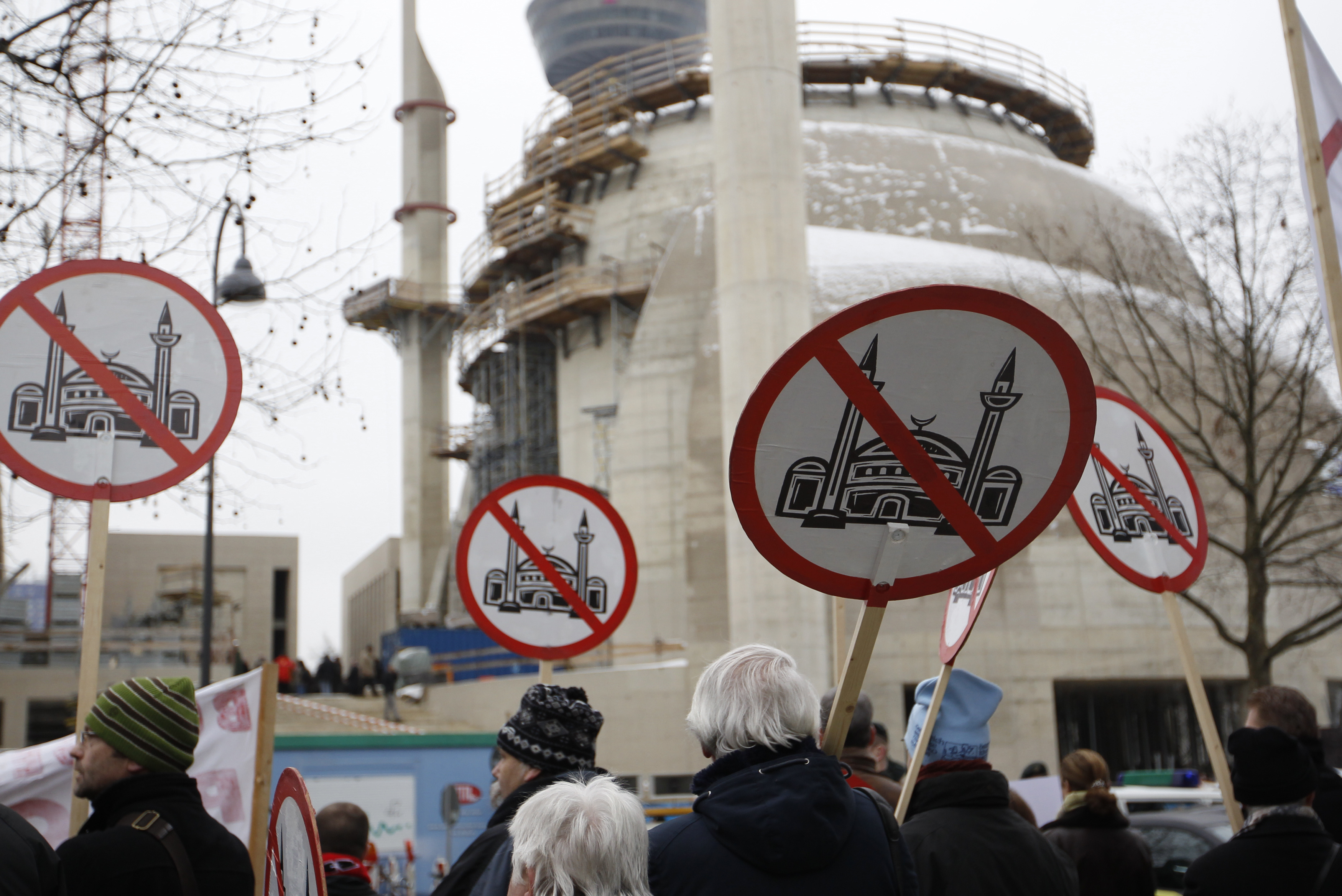 mosque_protest001
