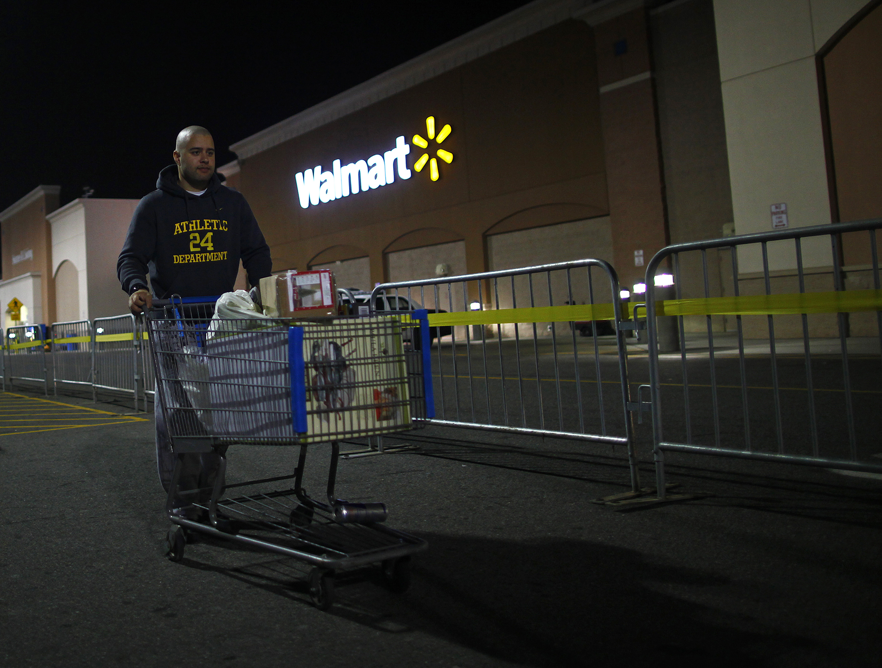 Wal-Mart boosts pay of its low wage workers: Is inflation ...