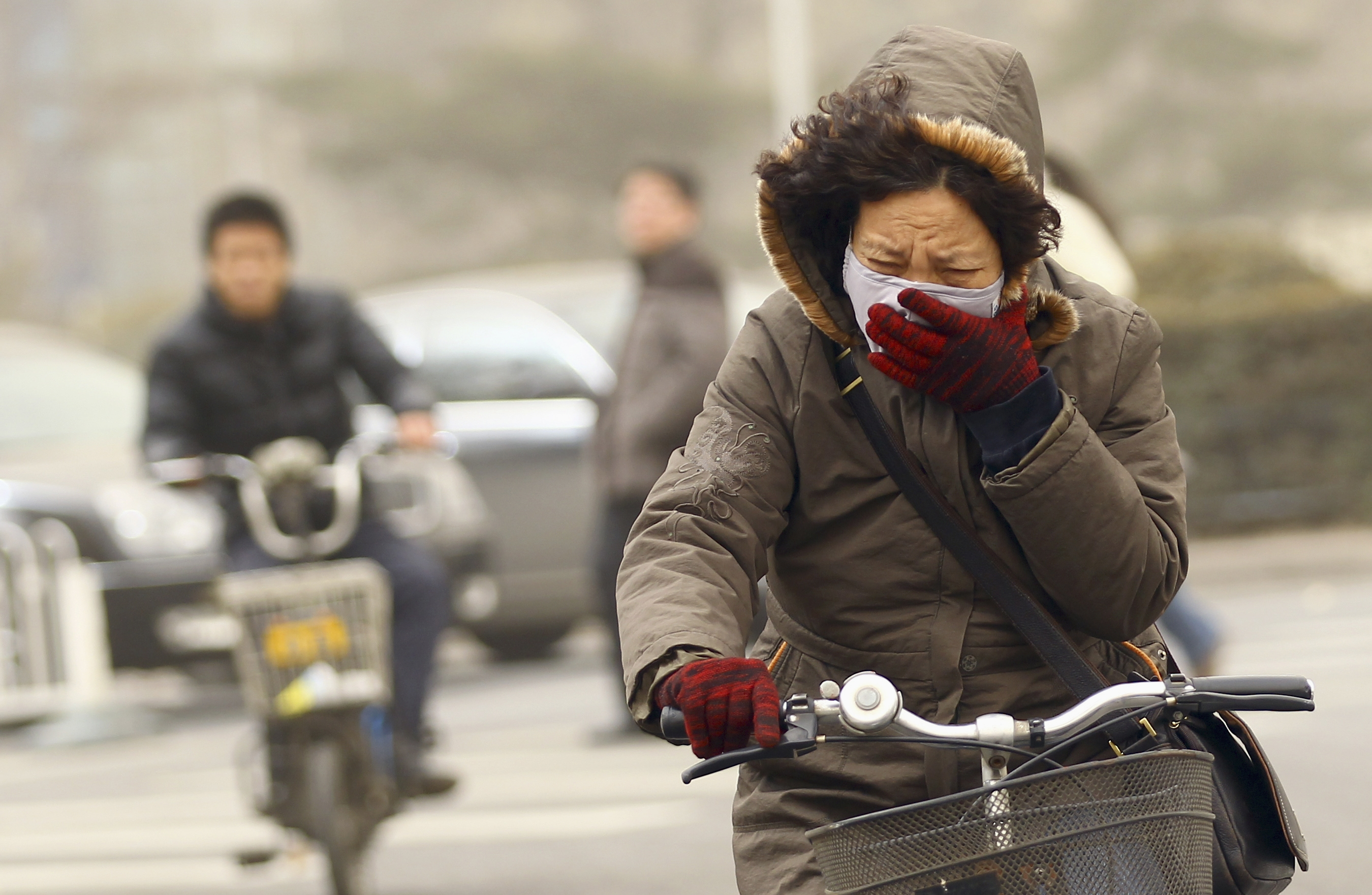 air pollution in china Pollution in china can change weather patterns in the united states it takes just five days for the jet stream to carry heavy air pollution from china to the united states, where it stops clouds.