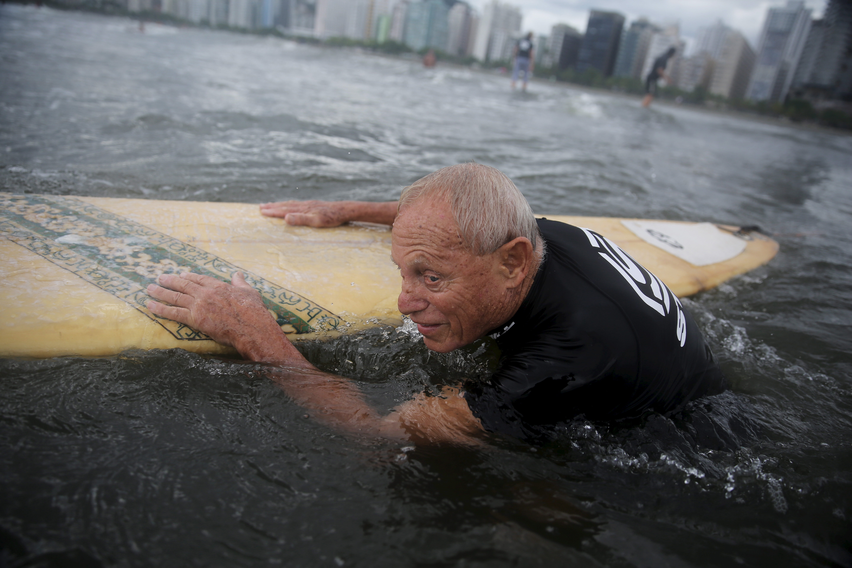 brazil_elderlysurfing001