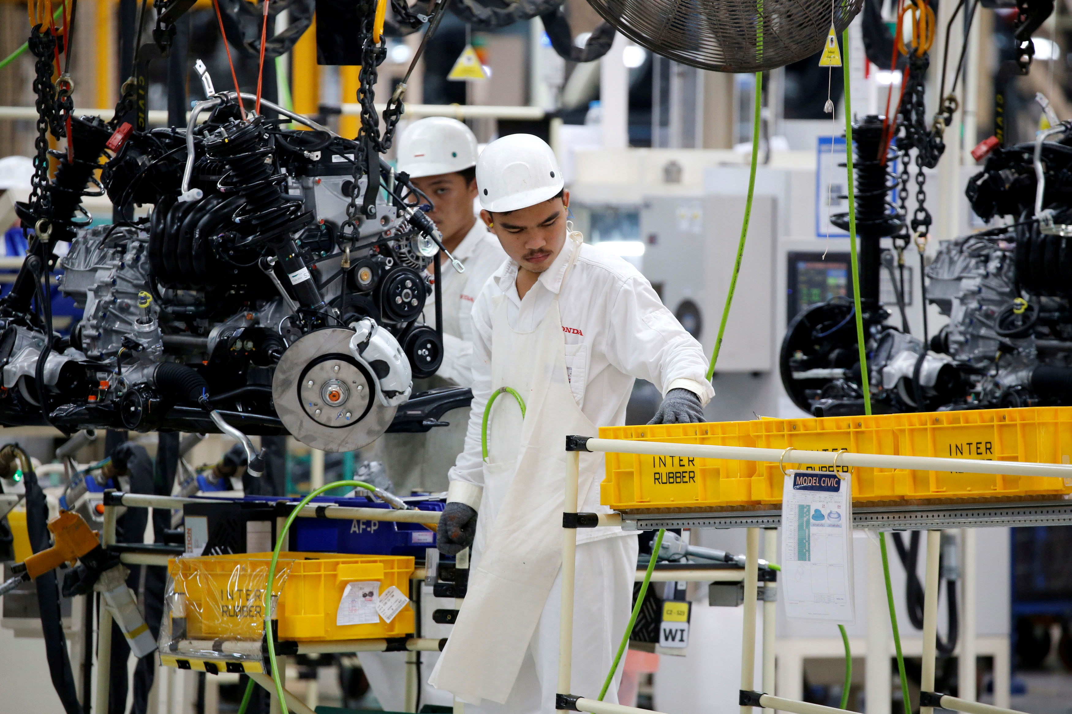 A man works in the automobile production line of the new Honda plant in Prachinburi, Thailand, May 12, 2016. Picture taken May 12, 2016. REUTERS/Jorge Silva - RTSKITY