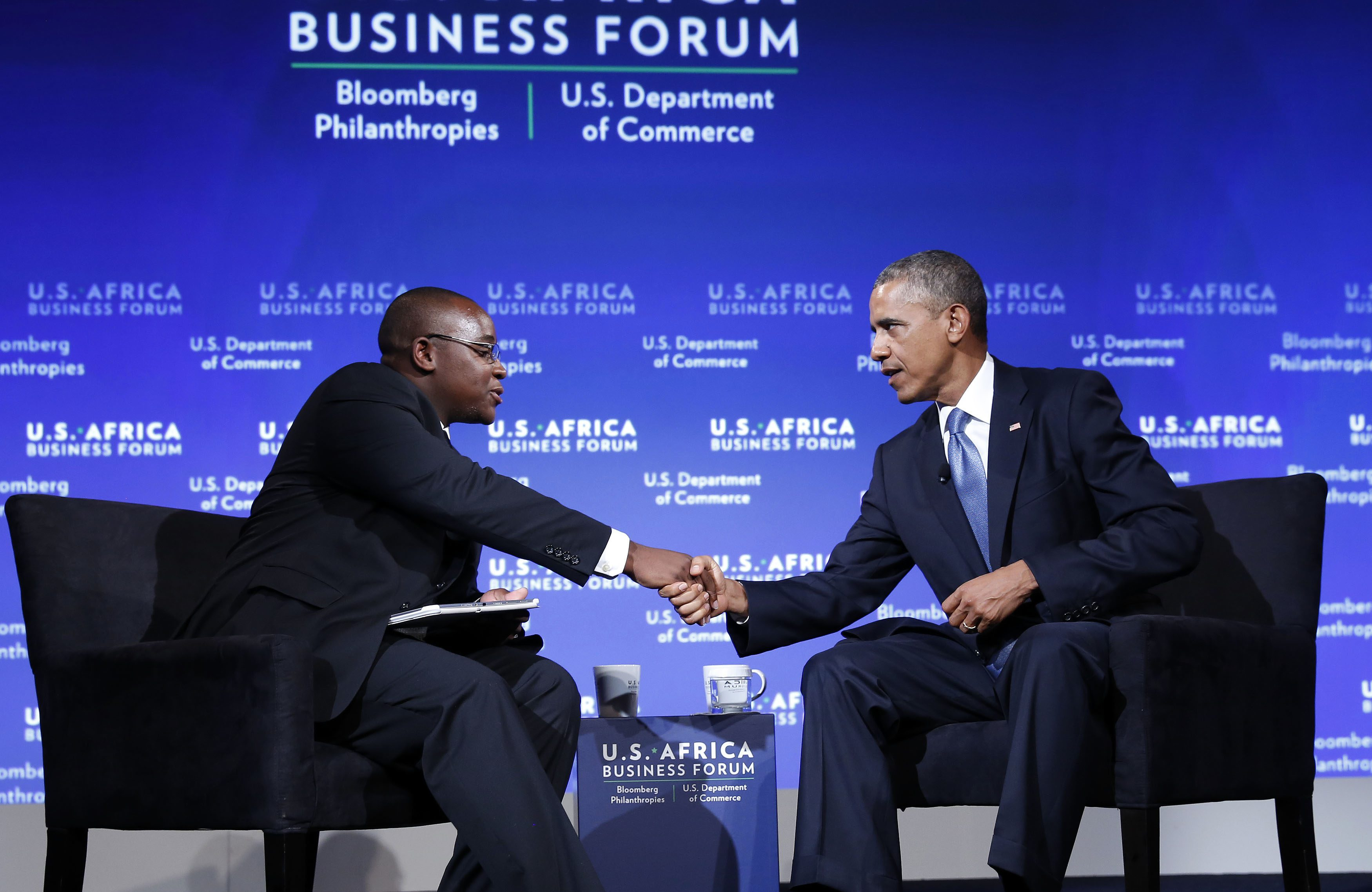 U.S. President Barack Obama shakes hands with Takunda Ralph Michael Chingonzo of Zimbabwe (L) at the U.S.-Africa Business Forum about strengthening trade and financial ties between the U.S. and Africa in Washington, August 5, 2014.     REUTERS/Larry Downing   (UNITED STATES - Tags: POLITICS BUSINESS) - RTR41CZ7