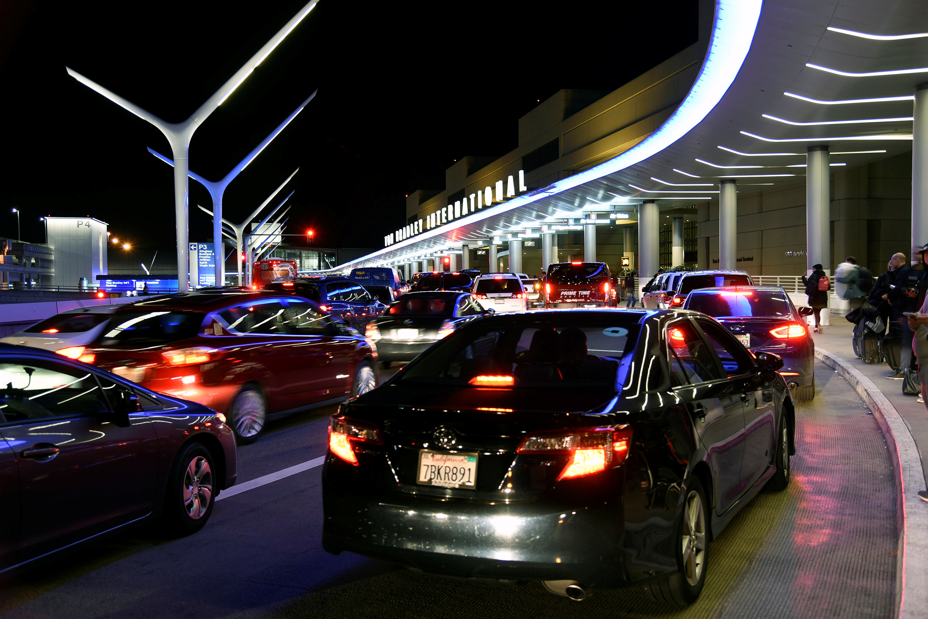 Backed-up traffic is seen outside the Tom Bradley International Terminal during the Thanksgiving holiday season, at Los Angeles International Airport in Los Angeles, California, U.S. November 23, 2016. REUTERS/Bob Riha Jr.  - RTST1XE
