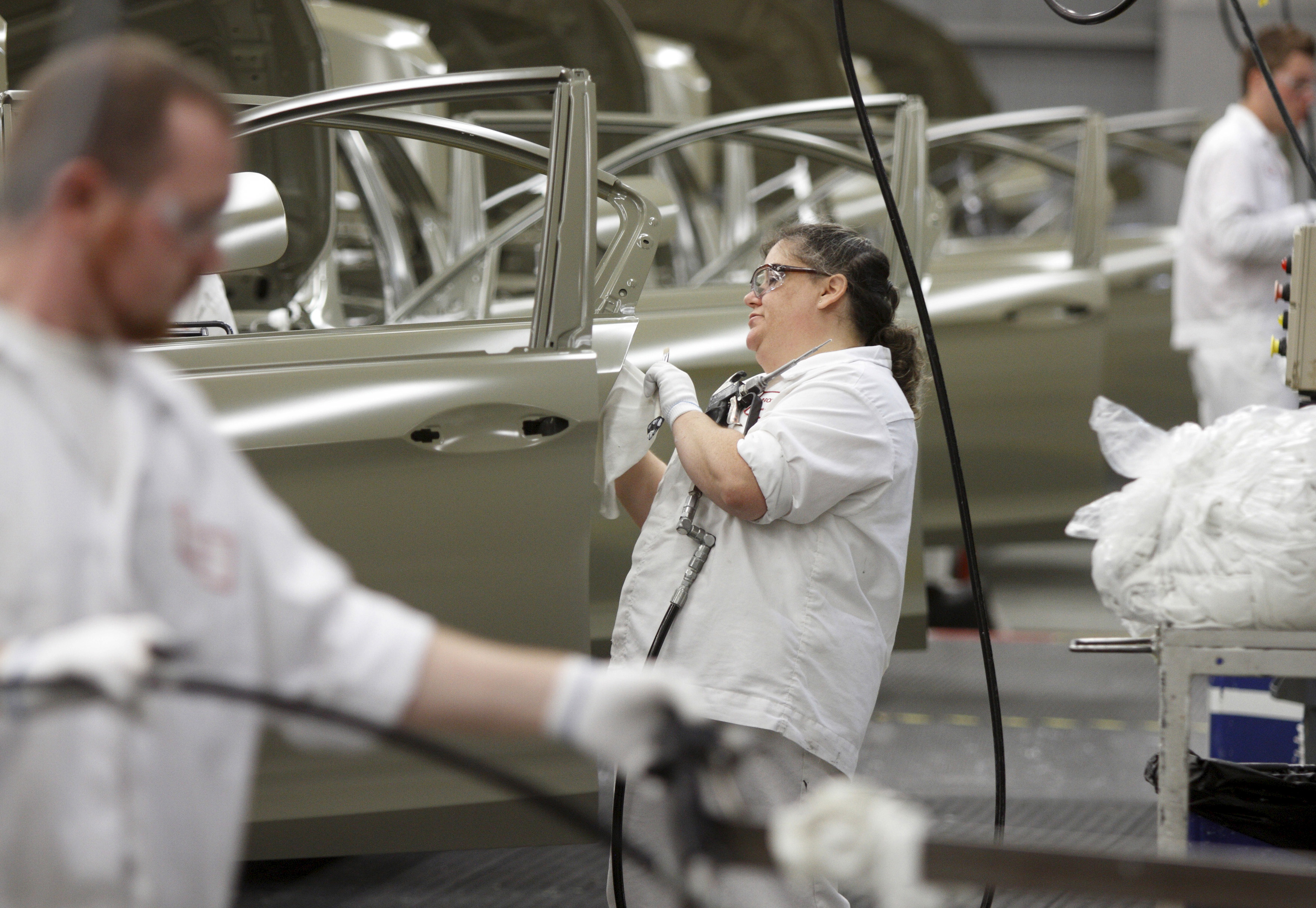 Michelle Arthur is seen working on the sealer line in the paint department during a tour of the Honda automobile plant in Marysville, Ohio October 11, 2012.    REUTERS/Paul Vernon/File Photo         GLOBAL BUSINESS WEEK AHEAD PACKAGE - SEARCH 'BUSINESS WEEK AHEAD APRIL 25'  FOR ALL IMAGES - RTX2BGVO