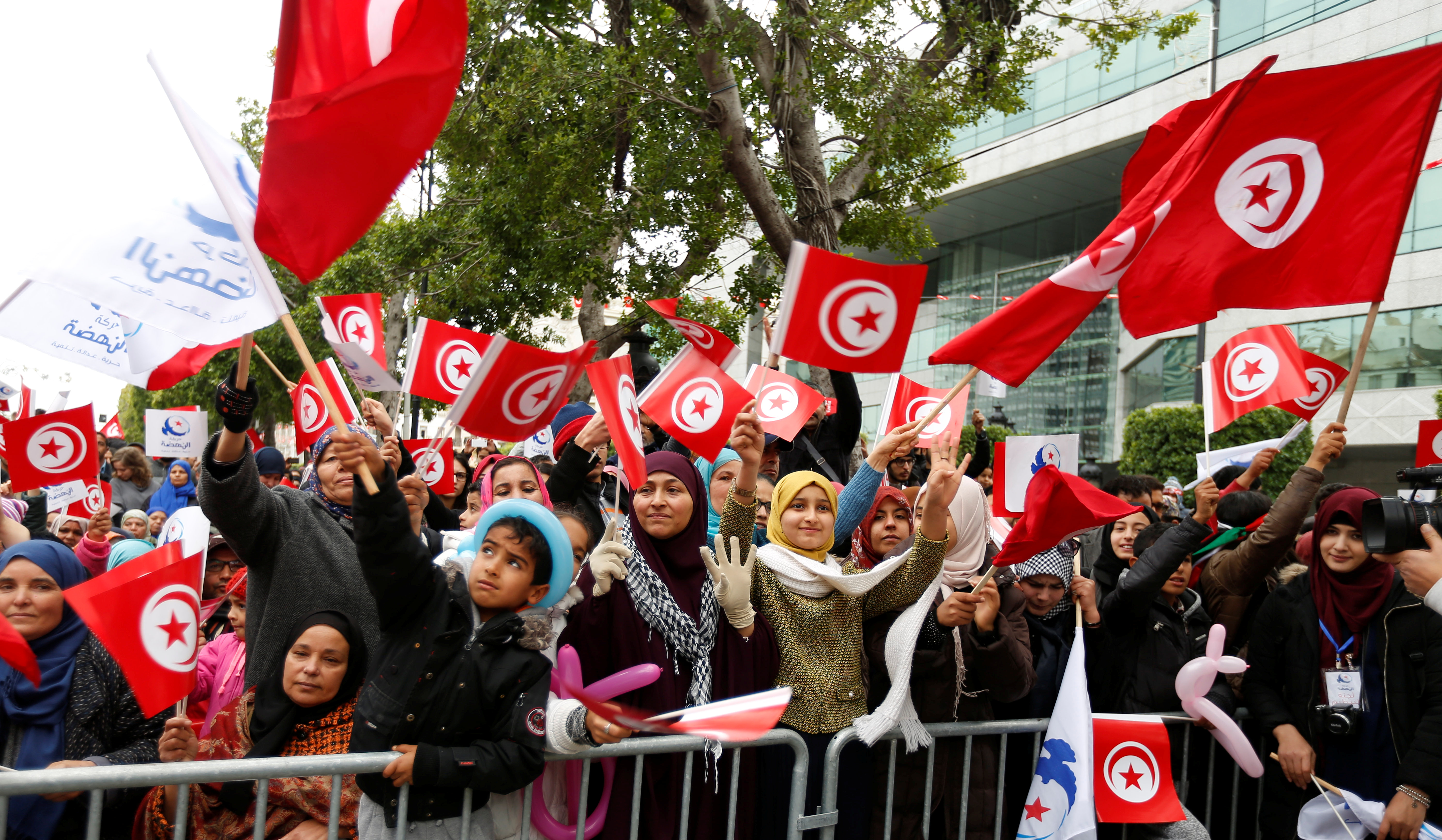 international actors in the tunisian revolution politics essay 2017-05-10 blocked transition: corruption and regionalism in  the political consensus in place since the late-2014 parliamentary and presidential elections has stabilised tunisian politics but is  political actors.