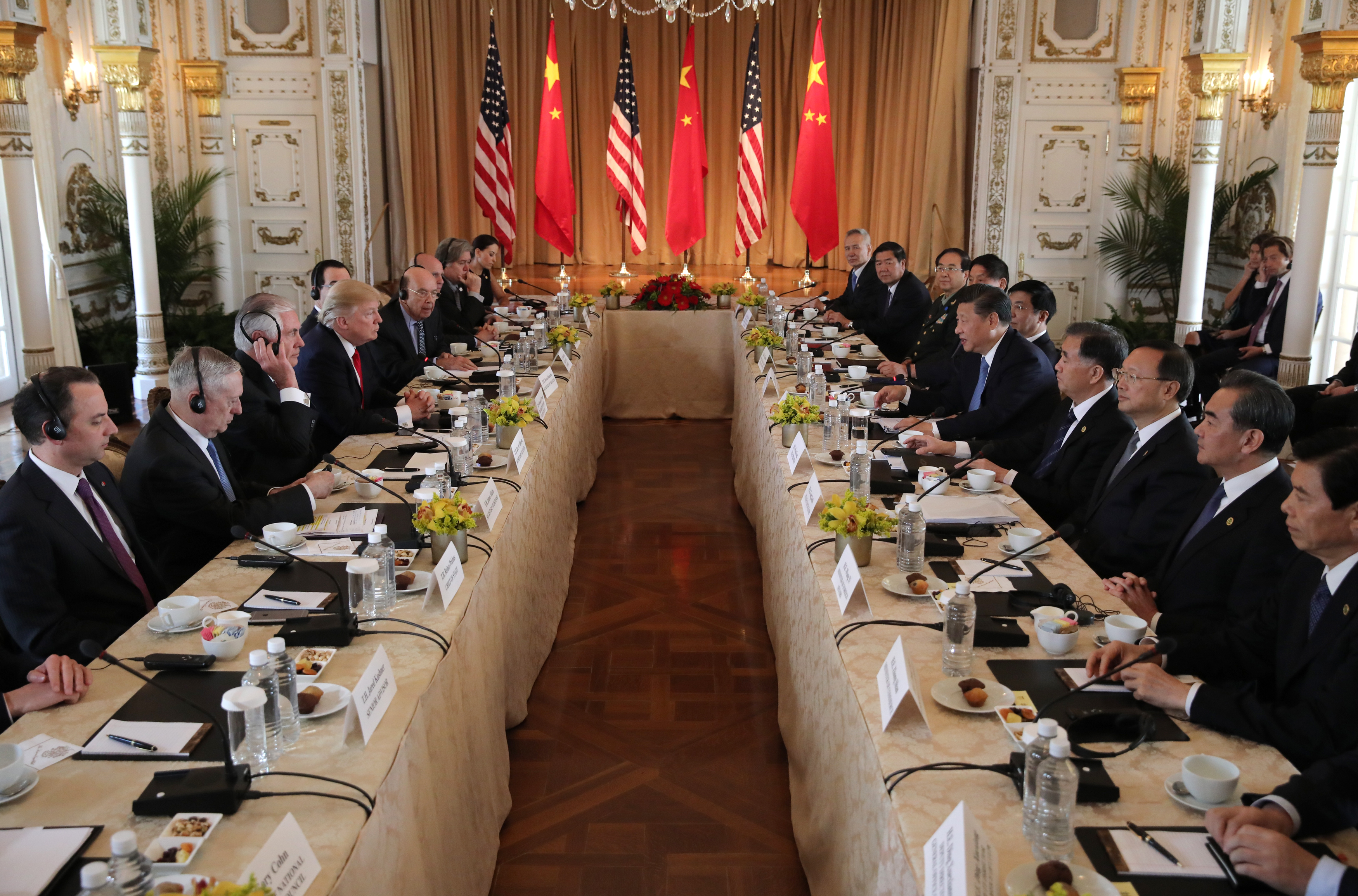 U.S. President Donald Trump (4thL) holds a bilateral meeting with China's President Xi Jinping (5thR) at Trump's Mar-a-Lago estate in Palm Beach, Florida, U.S., April 7, 2017. REUTERS/Carlos Barria