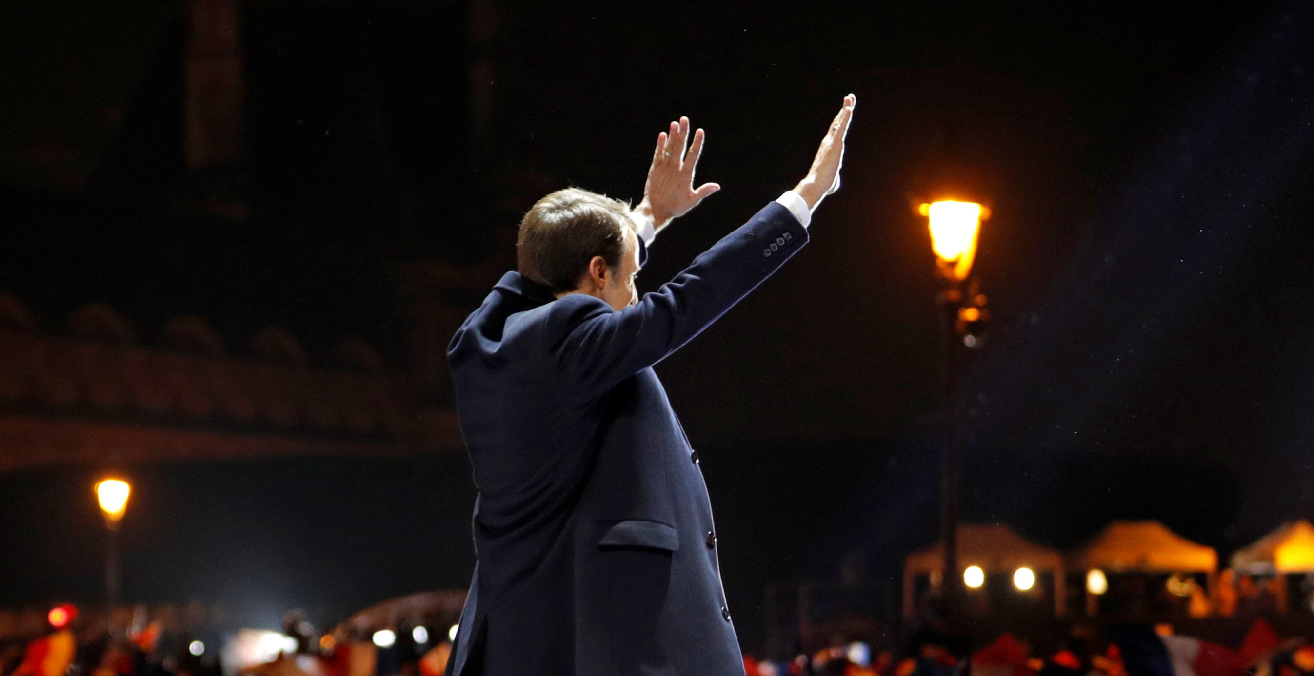 French President-elect Emmanuel Macron arrives on the stage at his victory rally near the Louvre museum after results in the 2017 presidential election in Paris, France May 7, 2017. REUTERS/Philippe Wojazer - RTS15KX5