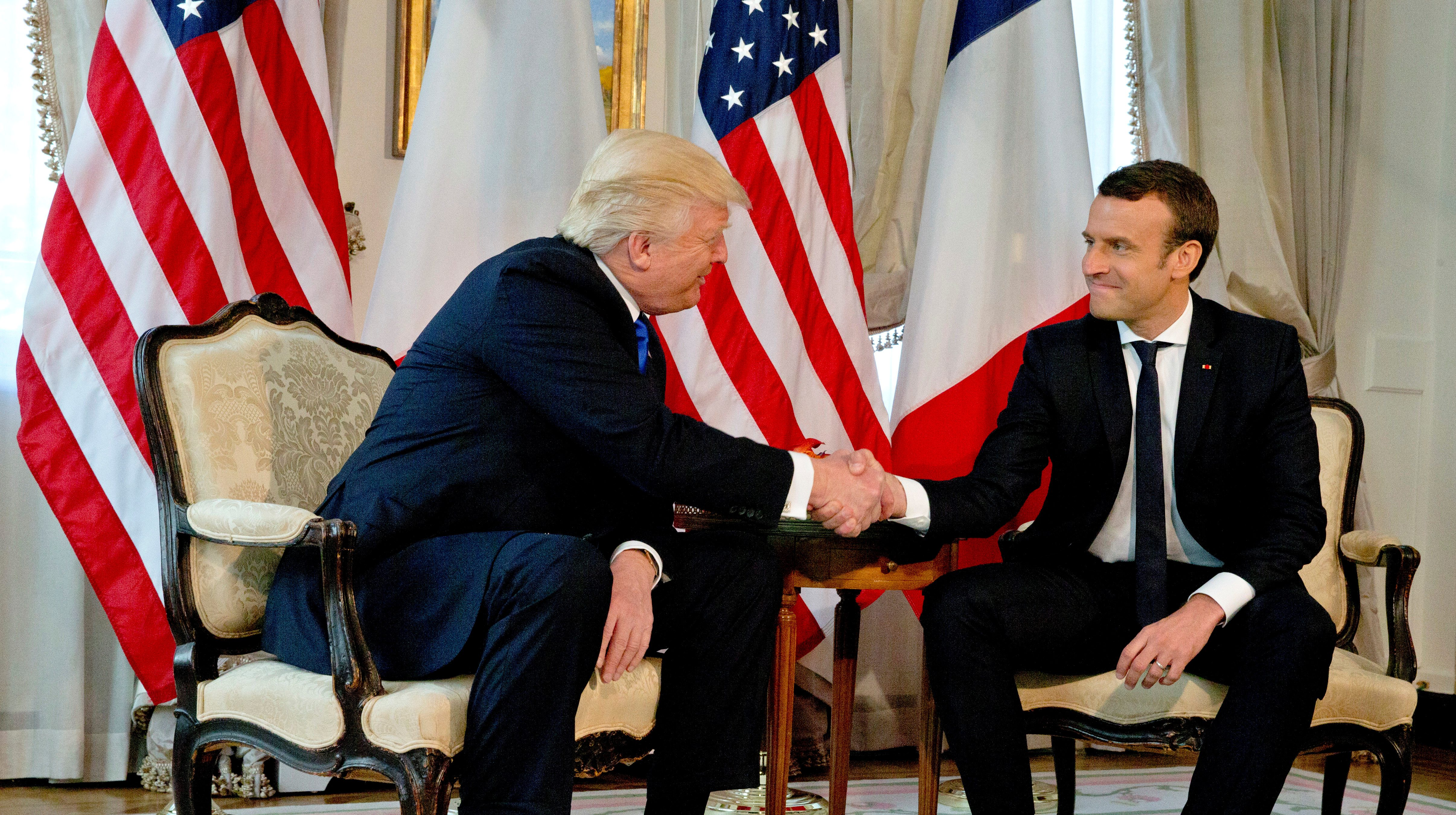 U.S. President Donald Trump (L) shakes hands with French President Emmanuel Macron before a working lunch ahead of a NATO Summit in Brussels, Belgium, May 25, 2017. REUTERS/Peter Dejong/Pool - RTX37KVY
