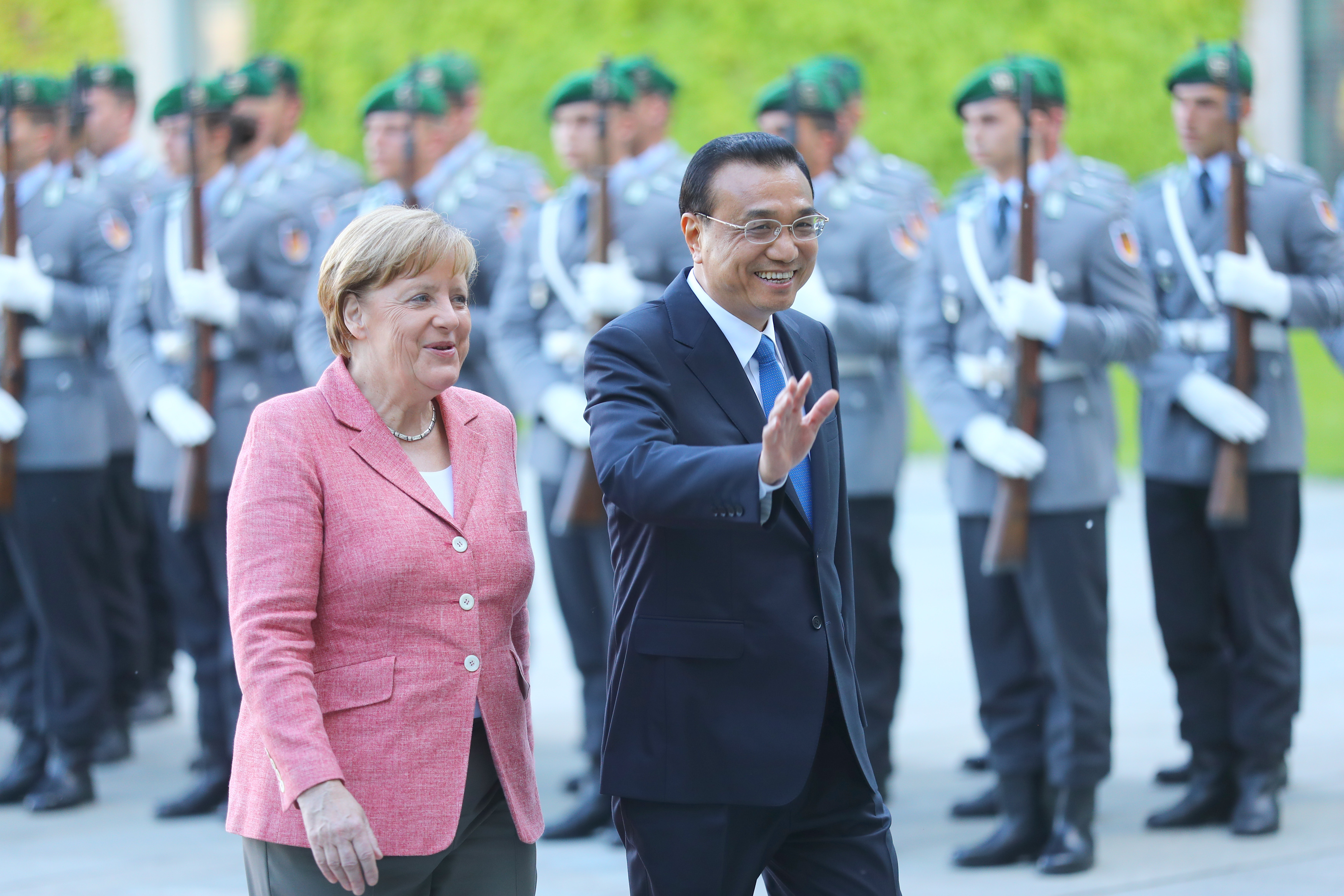 German Chancellor Angela Merkel and Chinese Premier Li Keqiang review the guard of honour during a welcome ceremony at the Chancellery in Berlin, Germany, May 31, 2017. REUTERS/Hannibal Hanschke