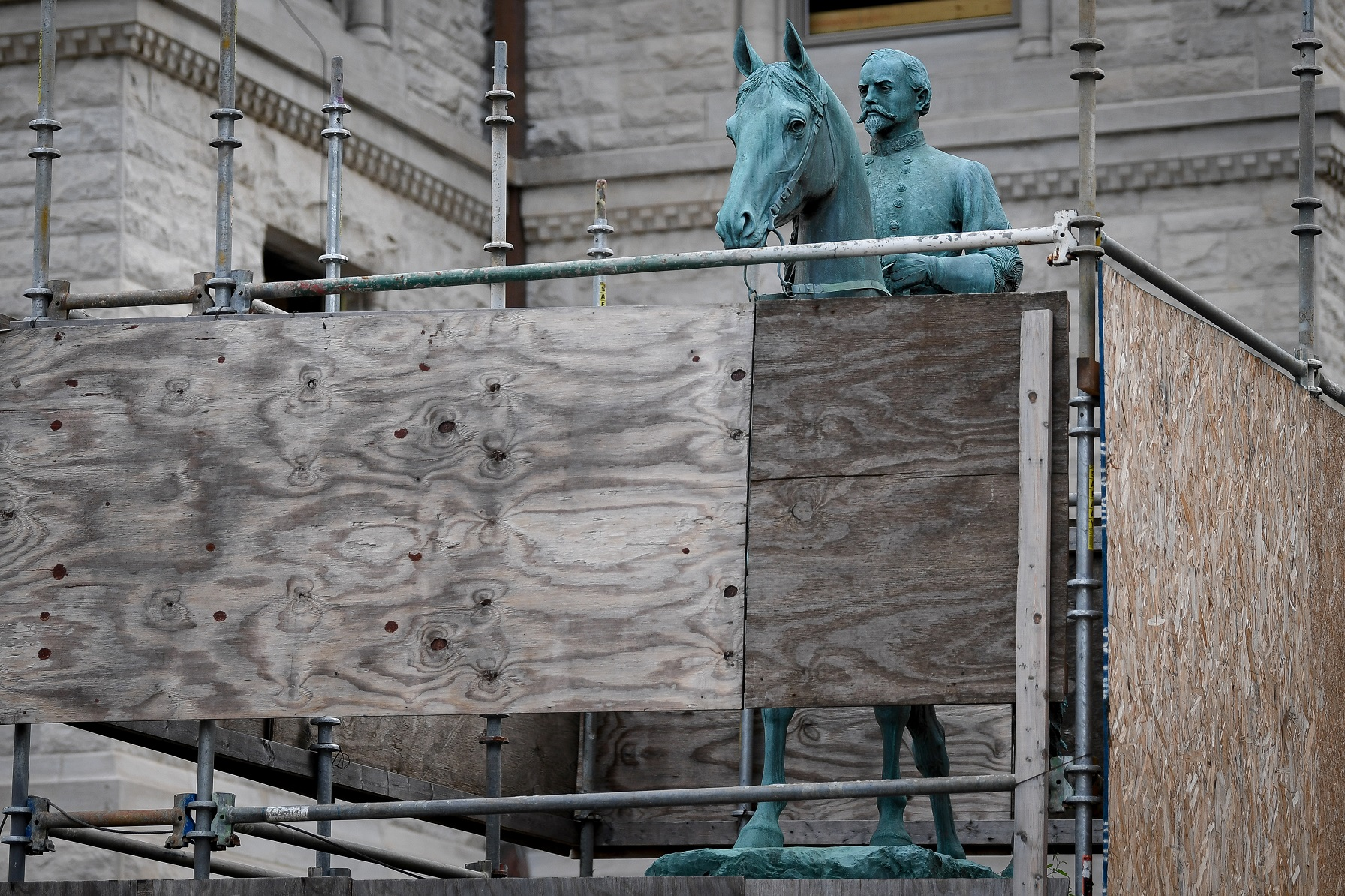 A monument to Confederate General John Hunt Morgan stands encased in a protective scaffolding because of local construction, outside the Old Courthouse in Lexington, Ky., U.S., August 15, 2017.  REUTERS/Bryan Woolston - RTS1BW57