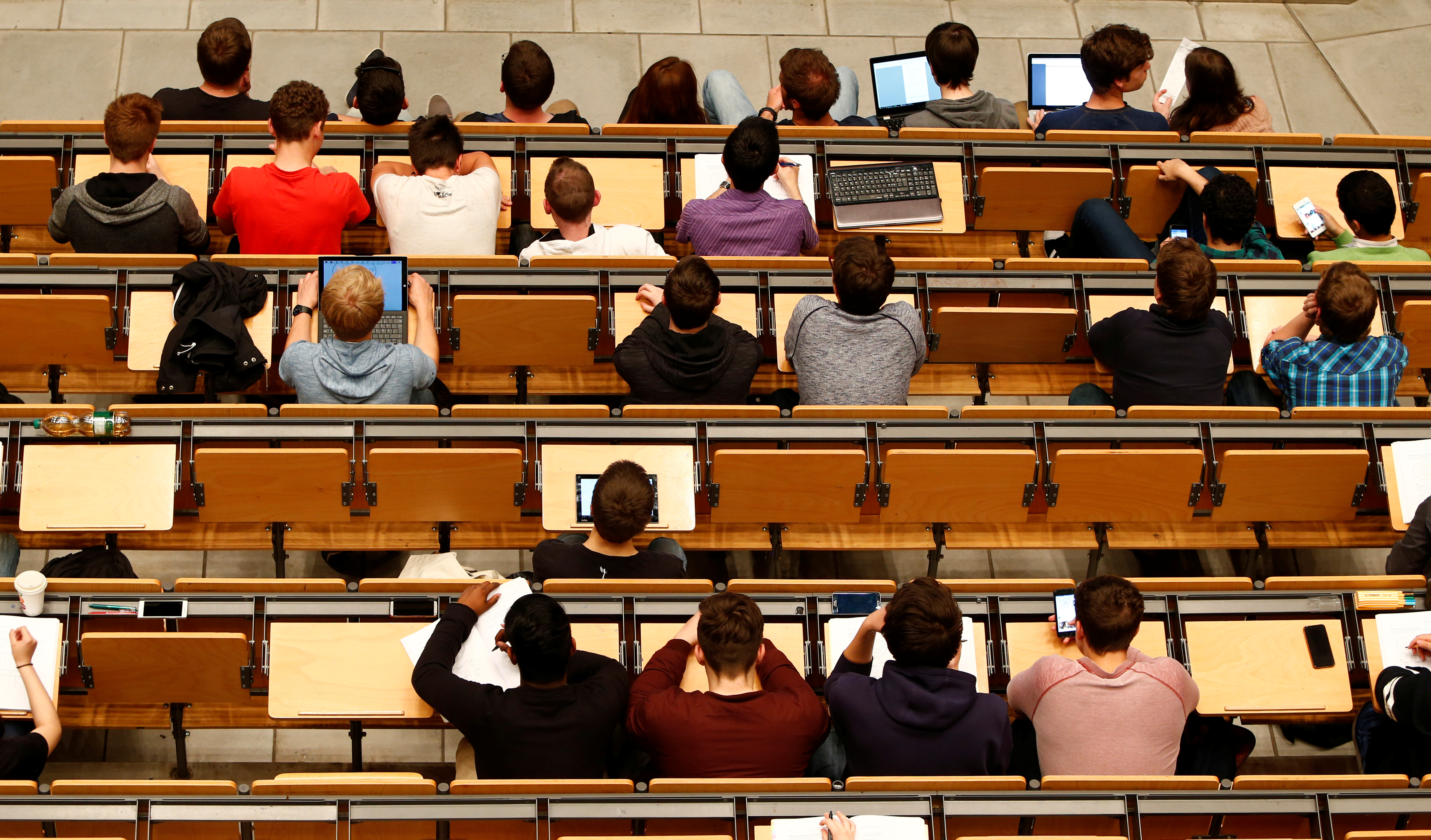 For better learning in college lectures, lay down the laptop