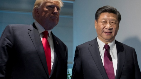 U.S. President Donald Trump and Chinese President Xi Jinping (R) meet on the sidelines of the G20 Summit in Hamburg, Germany, July 8, 2017.  REUTERS/Saul Loeb, Pool - RTX3AMYS