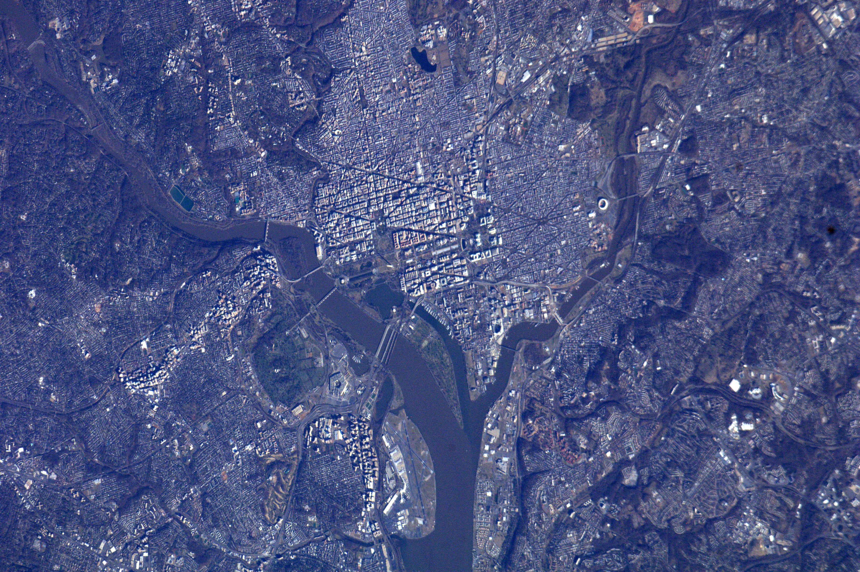 Washington, D.C. and the surrounding area is pictured on January 20, 2013 by astronauts on board the International Space Station one day before the public Inauguration of U.S. President Barack Obama.   This detailed view shows the Potomac River and its bridges at left, with National Mall at the center, stretching eastward from the Lincoln Memorial to the Washington Monument toward the Capitol building, where the inaugural ceremony will be held.   NASA has been participating in inaugural activities this weekend, culminating in the appearance of the Curiosity rover and Orion spacecraft in the Inaugural Parade on January 21.   REUTERS/NASA/Handout  (UNITED STATES - Tags: POLITICS) FOR EDITORIAL USE ONLY. NOT FOR SALE FOR MARKETING OR ADVERTISING CAMPAIGNS. THIS IMAGE HAS BEEN SUPPLIED BY A THIRD PARTY. IT IS DISTRIBUTED, EXACTLY AS RECEIVED BY REUTERS, AS A SERVICE TO CLIENTS - TM4E91K1L0Q01
