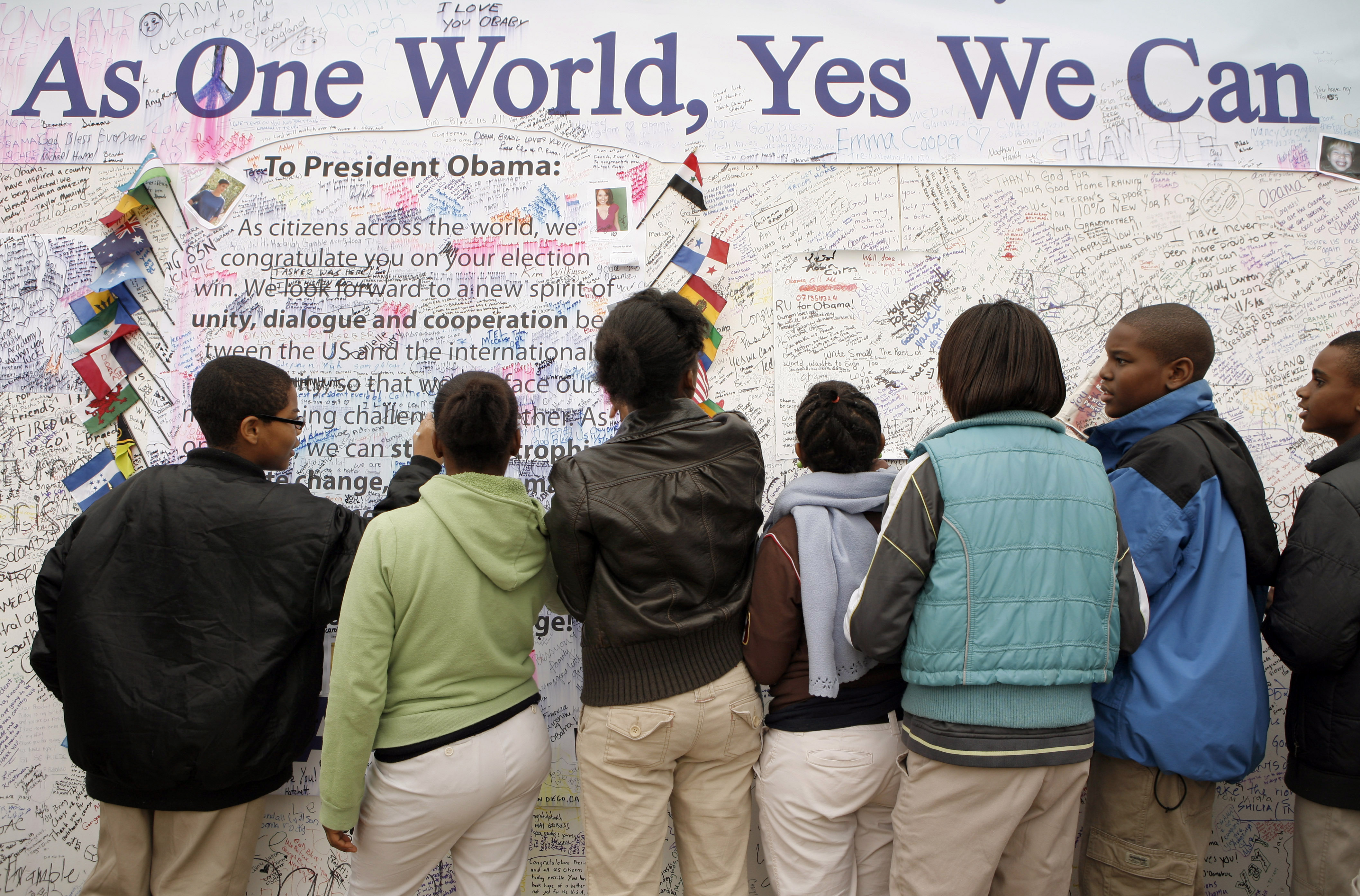 Students sign a message board dedicated to Barack Obama in Washington, D.C.