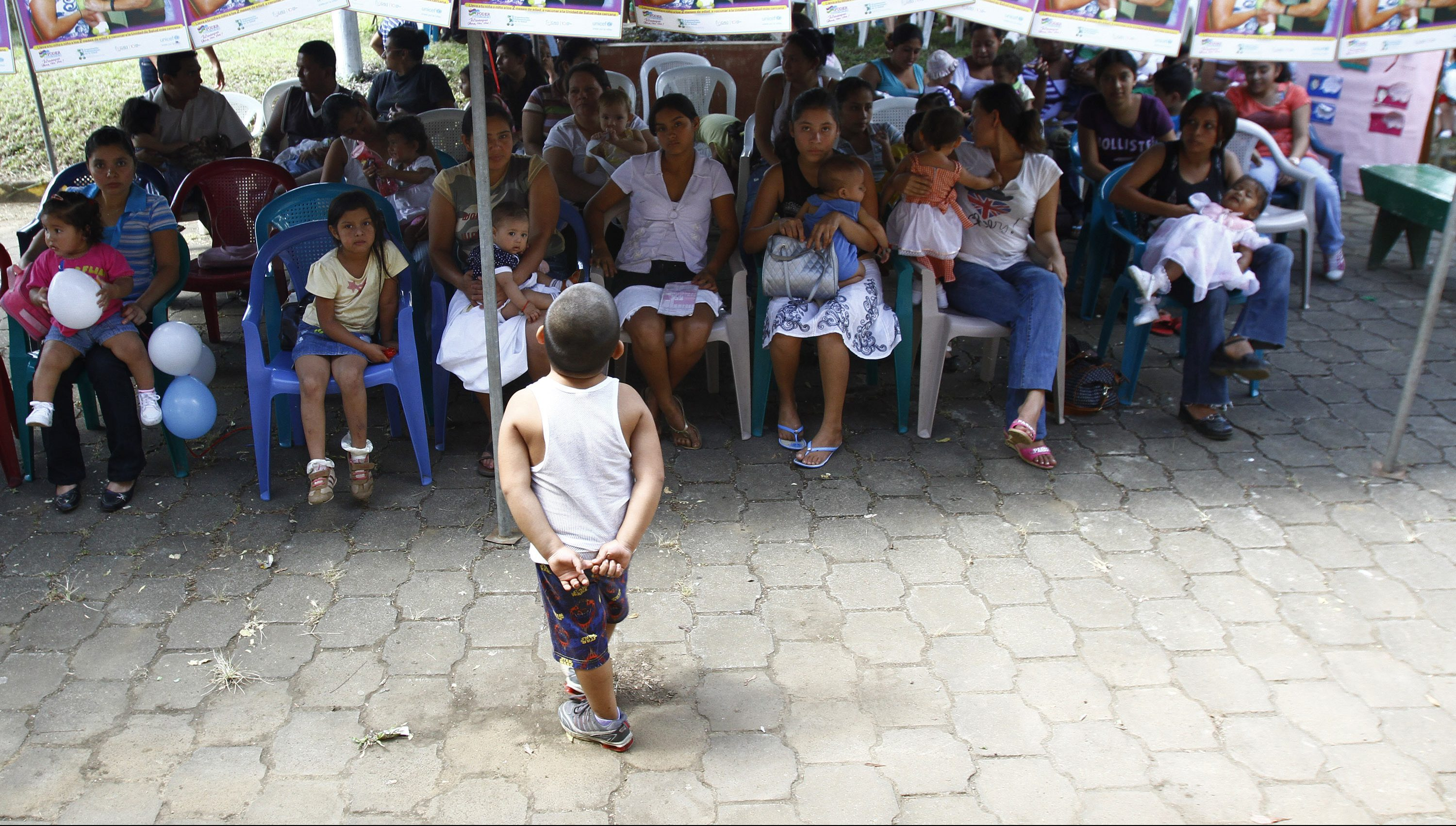 Children wait to be vaccinated against the most deadly forms of pneumonia at Amistad Mexico-Nicaragua Hospital in Ticauntepe town, about 8 miles (13 kilometres) south of Managua, December 12, 2010. The Global Alliance for Vaccines and Immunisation (GAVI) said Nicaragua is the first developing nation to begin vaccinating children with the pneumococcal shots, made by drugmakers Pfizer and GlaxoSmithKline, and another 18 countries will follow in the next few years. Pneumococcal disease, which can cause pneumonia, meningitis and sepsis, kills more than half a million children every year and the vast majority of these deaths are in poorer countries where access to healthcare can be limited and very expensive. REUTERS/Oswaldo Rivas(NICARAGUA - Tags: HEALTH BUSINESS IMAGES OF THE DAY) - GM1E6CD0OCO01