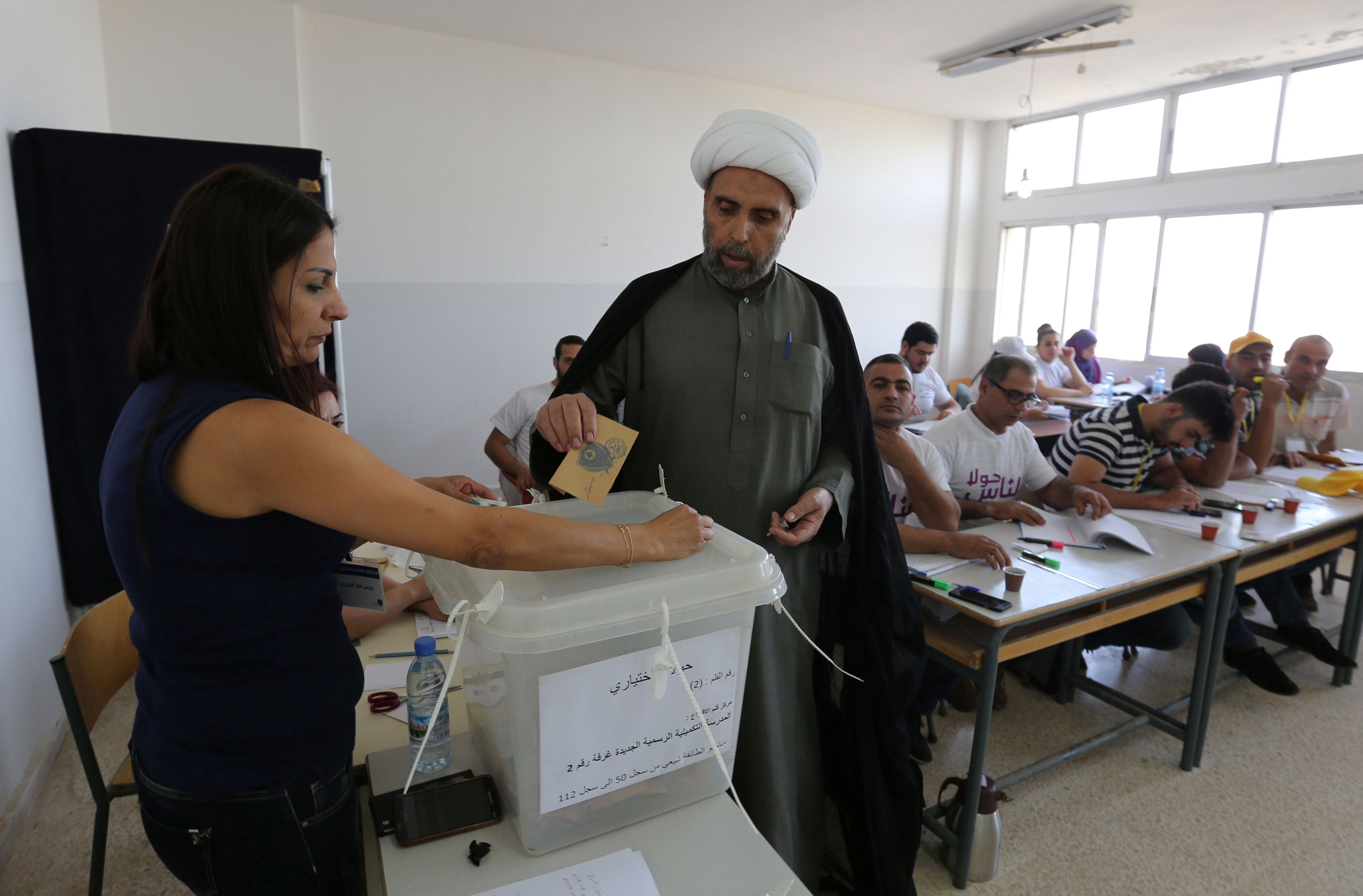 A Muslim Sheikh casts his ballot at a polling station during municipal elections in Houla village, southern Lebanon, May 22, 2016. REUTERS/Aziz Taher - S1BETFNDFFAA