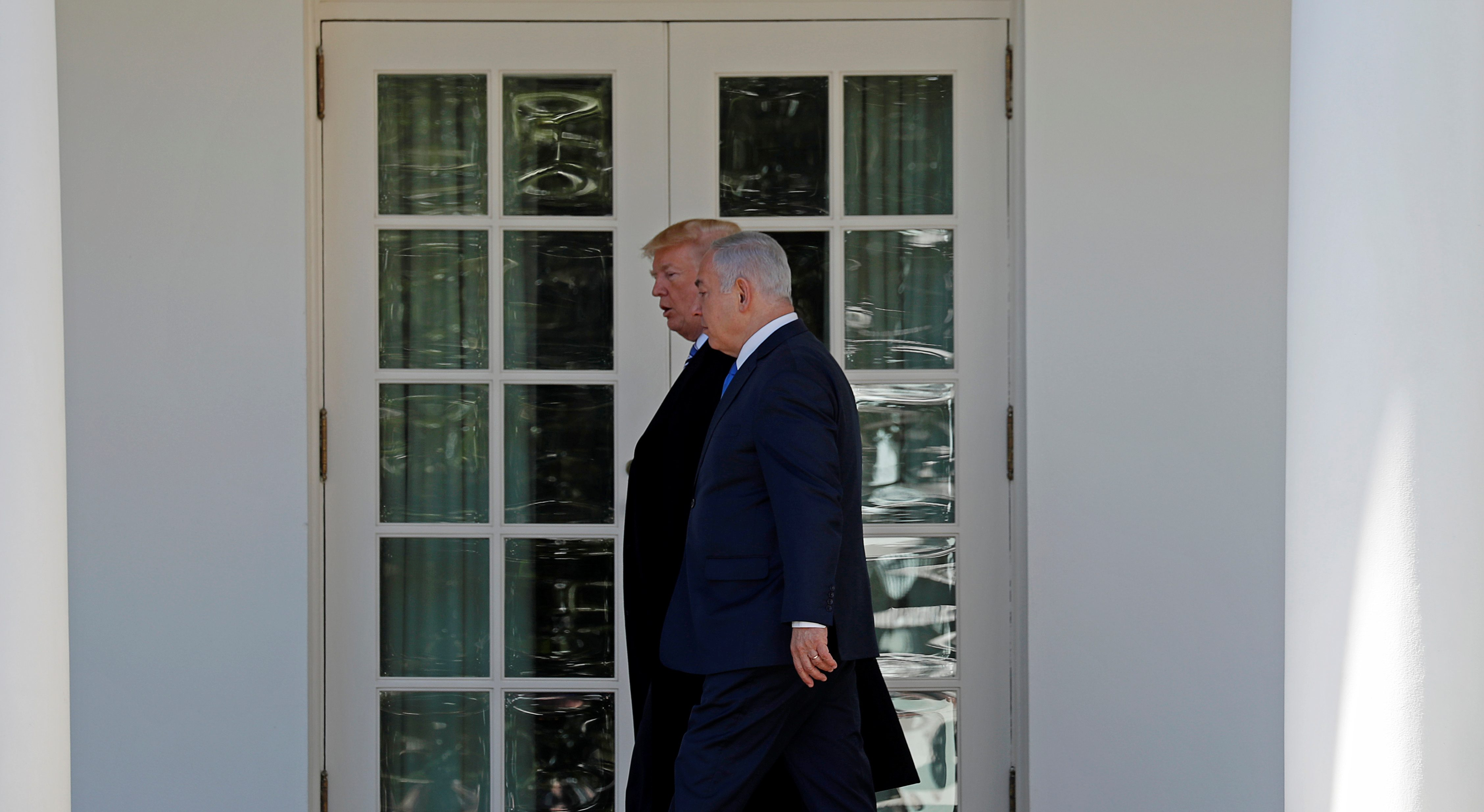 U.S. President Donald Trump and Israel Prime Minister Benjamin Netanyahu walk to the Oval Office of the White House in Washington, U.S., March 5, 2018. REUTERS/Kevin Lamarque - RC1A06A4D5F0