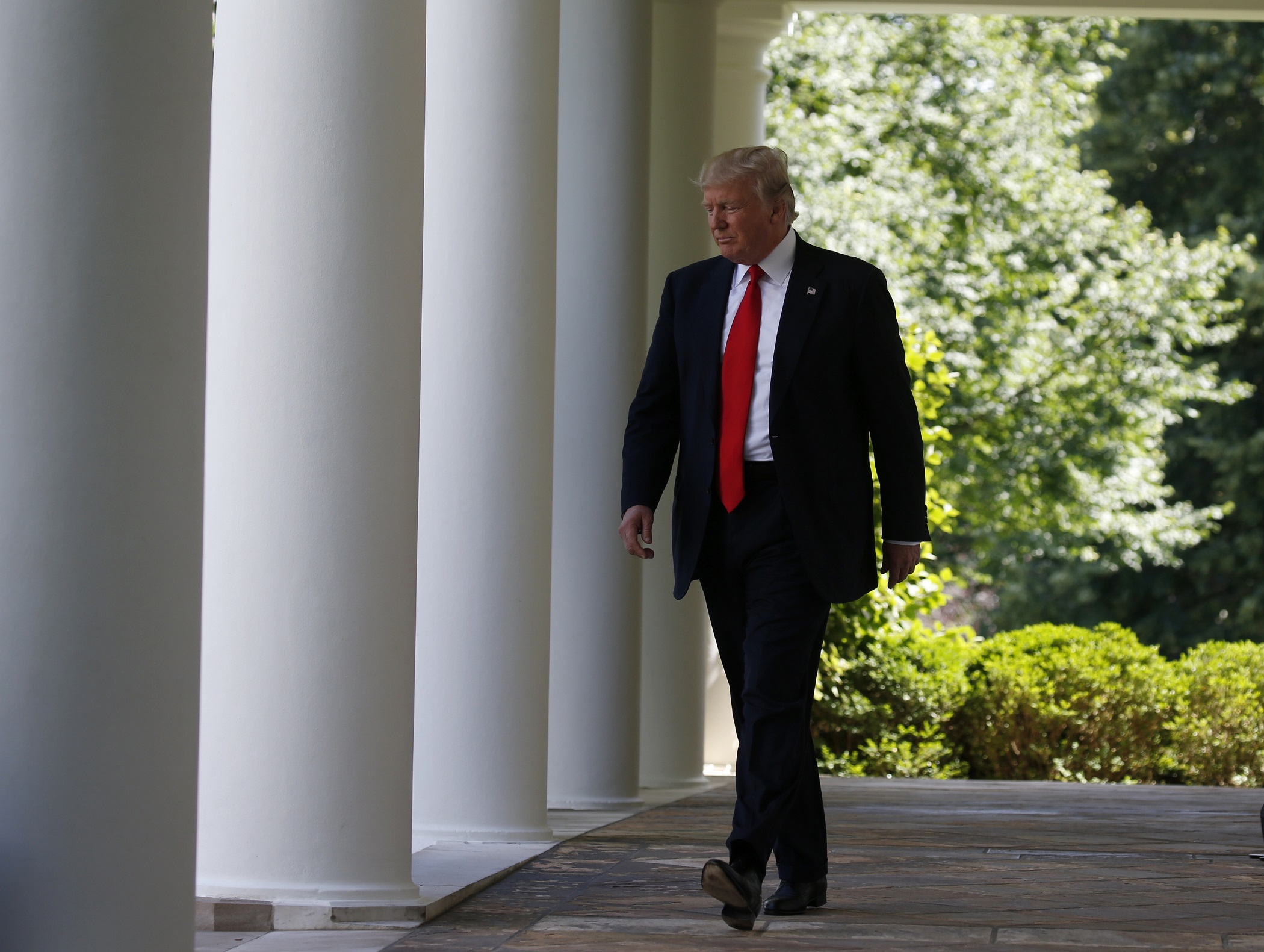 U.S. President Donald Trump arrives to announce his decision that the United States will withdraw from the landmark Paris Climate Agreement, in the Rose Garden of the White House in Washington, U.S., June 1, 2017. REUTERS/Joshua Roberts - HP1ED611IUY0I