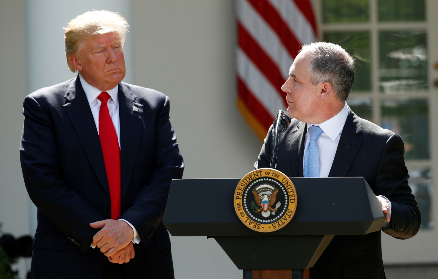U.S. President Donald Trump (L) listens to EPA Administrator Scott Pruitt after announcing his decision that the United States will withdraw from the Paris Climate Agreement, in the Rose Garden of the White House in Washington, U.S., June 1, 2017. REUTERS/Kevin Lamarque     TPX IMAGES OF THE DAY - HP1ED611KN41S