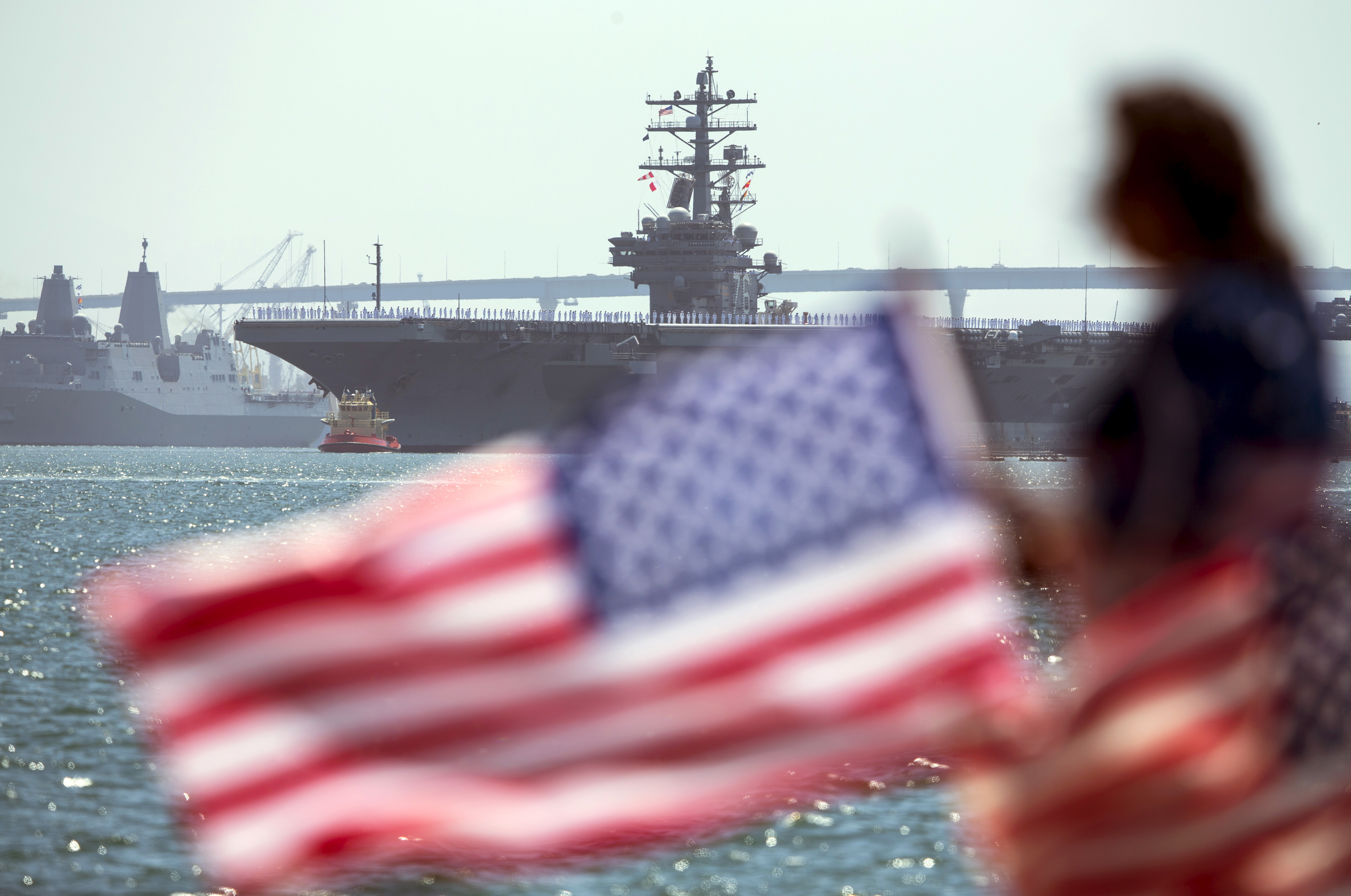 The USS Ronald Reagan, a Nimitz-class nuclear-powered super carrier, is followed by the USS Somerset as it departs for Yokosuka, Japan from Naval Station North Island in San Diego, California  August 31, 2015. The Reagan is replacing the USS George Washington as part of a complicated three-carrier swap that exchanges crews for ships, saving the Navy millions in moving costs.  REUTERS/Mike Blake - GF10000188439