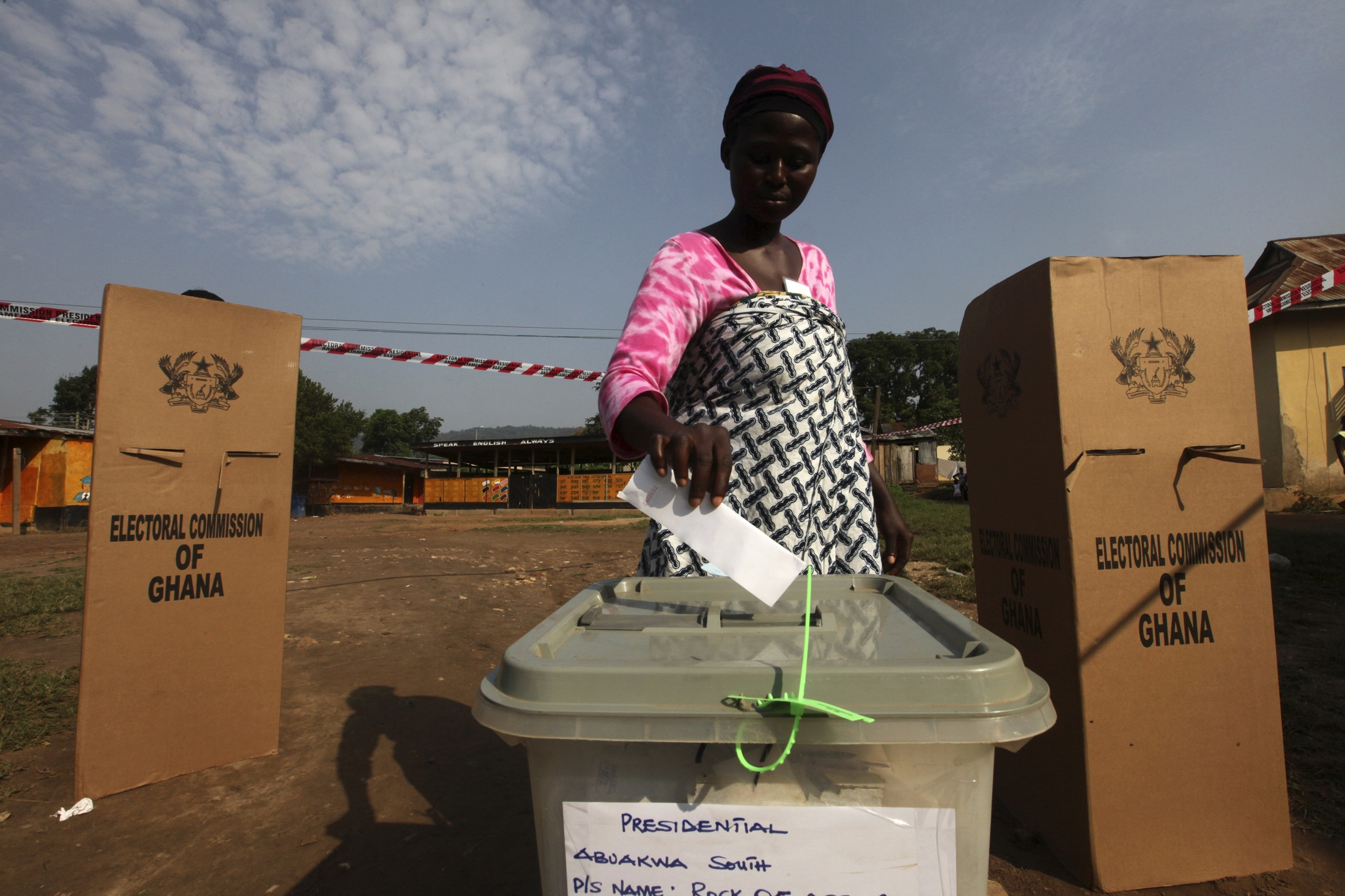 A woman votes at a polling station in Kibi, eastern region of Ghana and stronghold of presidential candidate Nana Akufo-Addo of the opposition New Patriotic Party (NPP), December 7, 2012. Ghanaians choose on Friday who will run one of Africa's most stable democracies as a surge in oil revenues promises to boost development and economic growth. Ghana has earned a reputation as an oasis of stability and progress in West Africa, a part of the world better known for civil wars, coups, entrenched poverty and corruption. REUTERS/Luc Gnago (GHANA - Tags: POLITICS ELECTIONS) - GM1E8C71DSM01