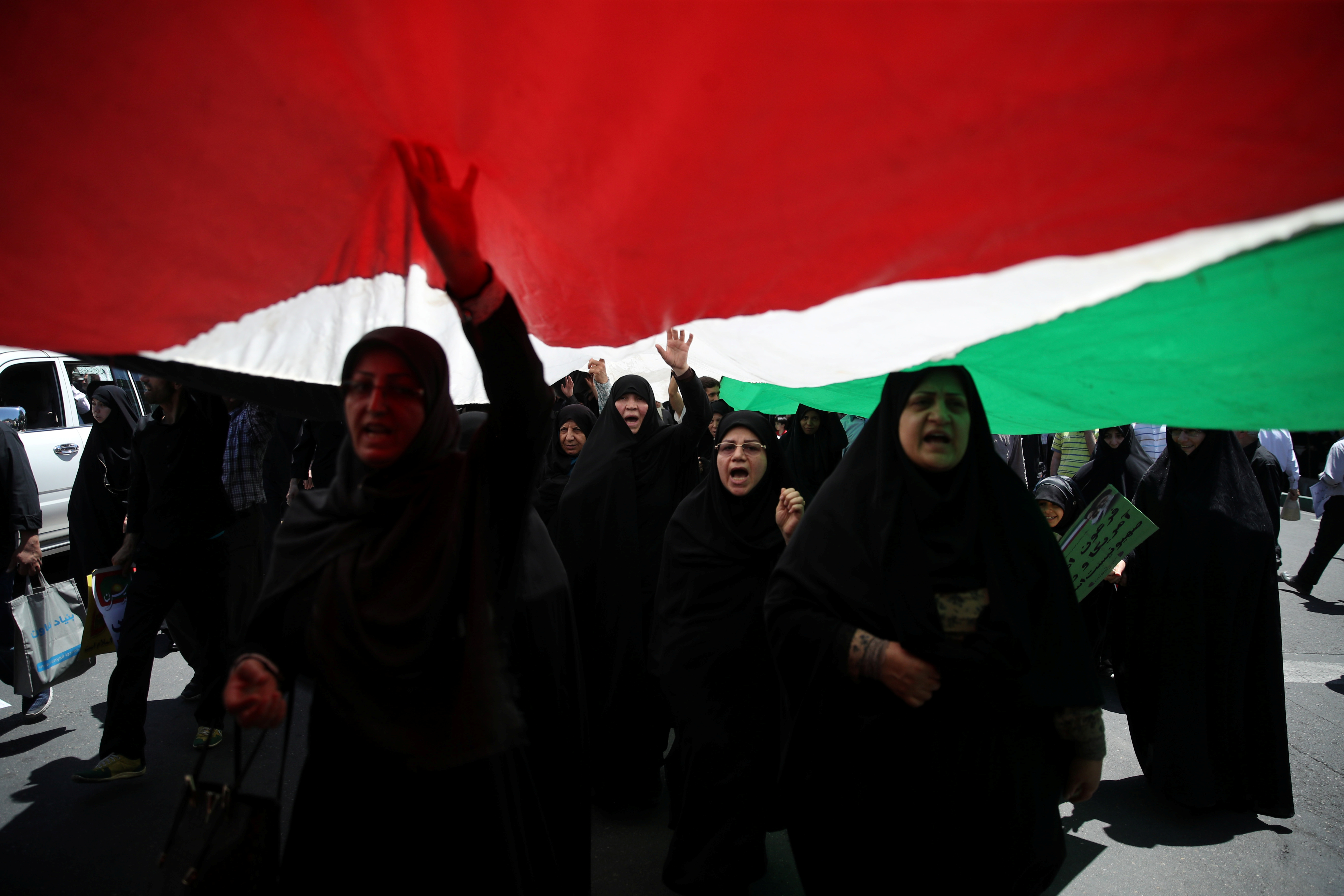 Iranian women shout slogans during a protest marking the annual al-Quds Day (Jerusalem Day) on the last Friday of the holy month of Ramadan in Tehran, Iran June 8, 2018. Tasnim News Agency/via REUTERS   ATTENTION EDITORS - THIS PICTURE WAS PROVIDED BY A THIRD PARTY - RC12C8F23A70