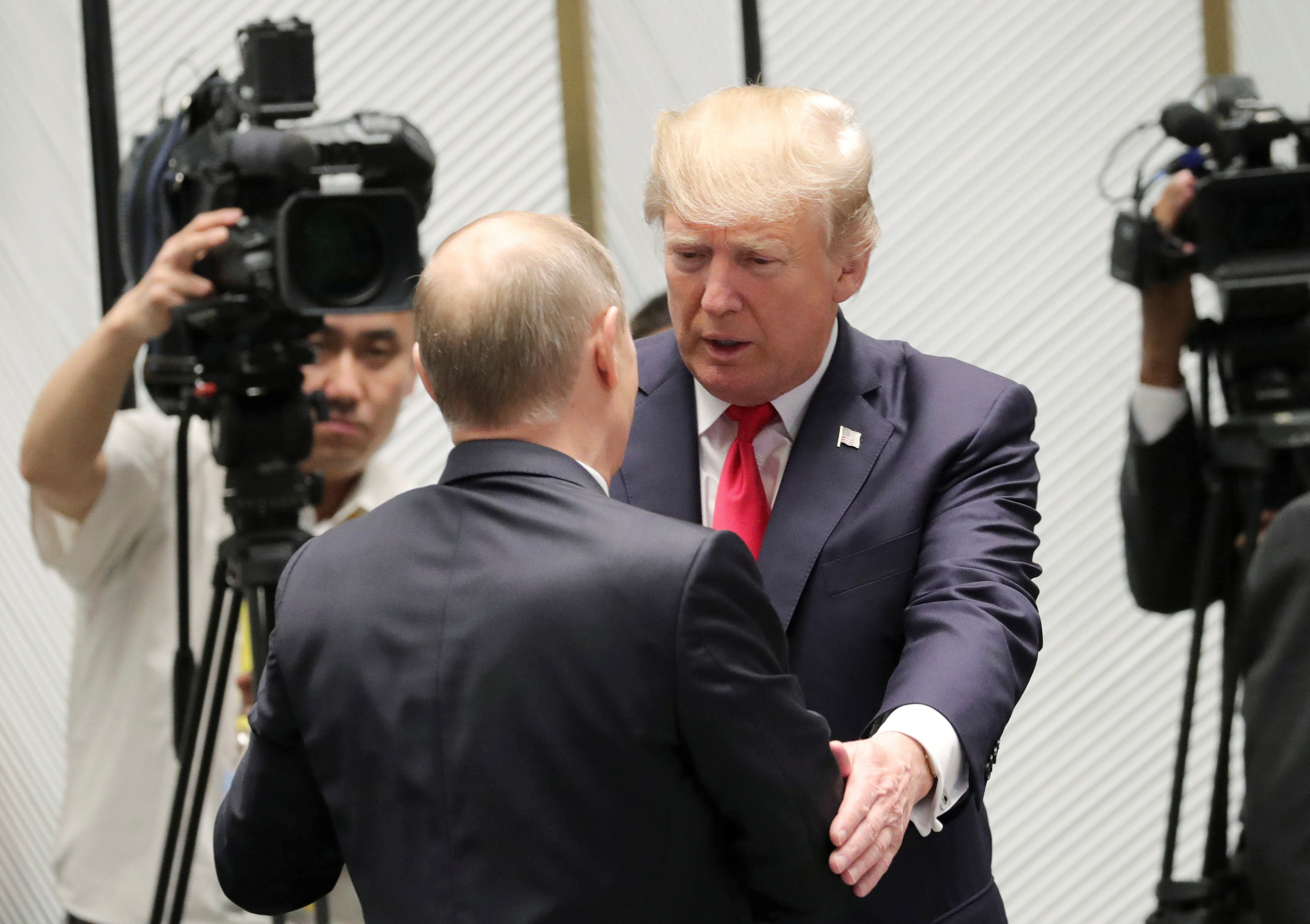 U.S. President Donald Trump and Russian President Vladimir Putin talk before a session of the APEC summit in Danang, Vietnam November 11, 2017. Sputnik/Mikhail Klimentyev/Kremlin via REUTERS ATTENTION EDITORS - THIS IMAGE WAS PROVIDED BY A THIRD PARTY. - RC16B5325160