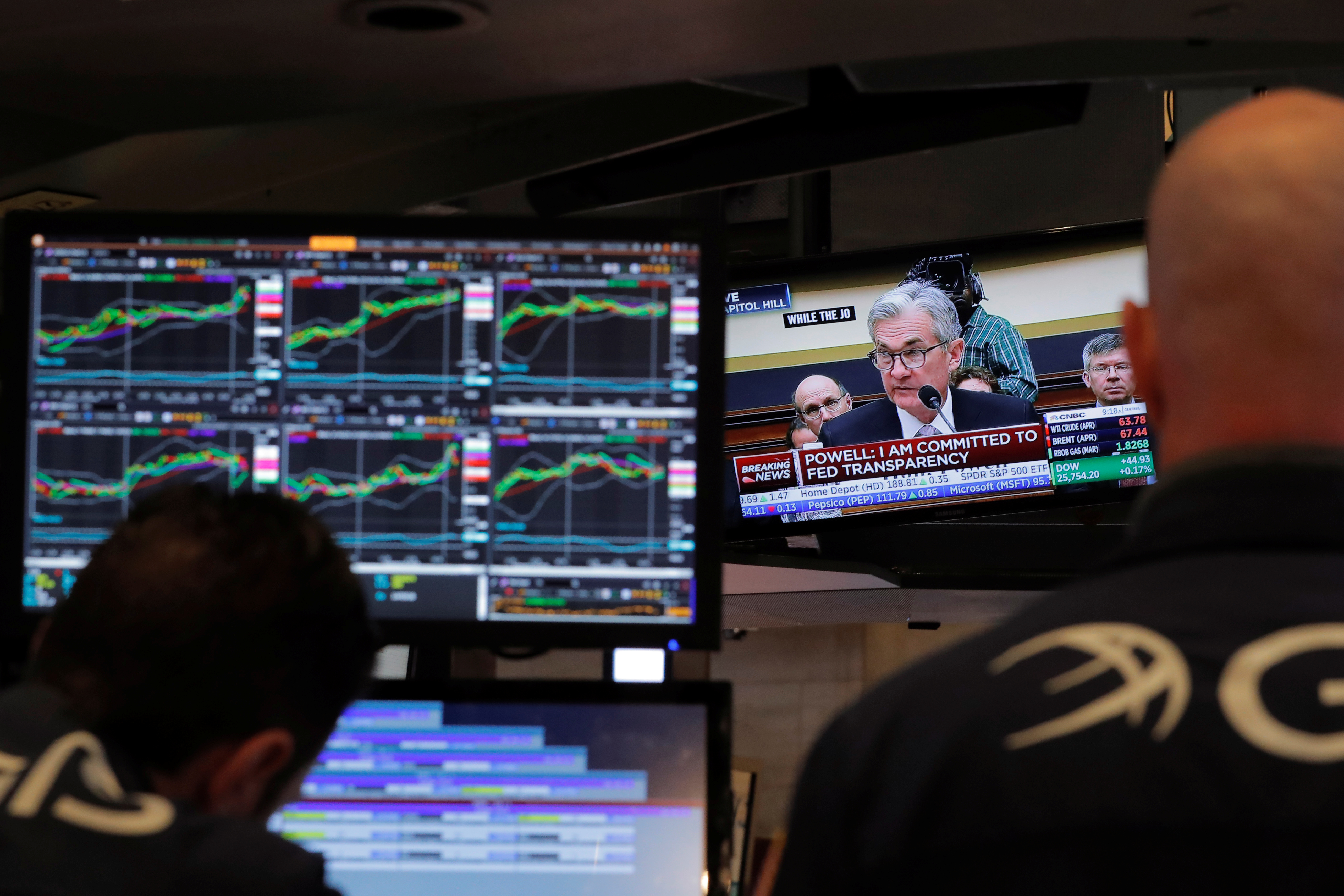 Federal Reserve Chairman Jerome Powell speaks on a television as traders work on the floor of the New York Stock Exchange in New York, U.S., February 27, 2018.  REUTERS/Lucas Jackson - RC1371196FE0