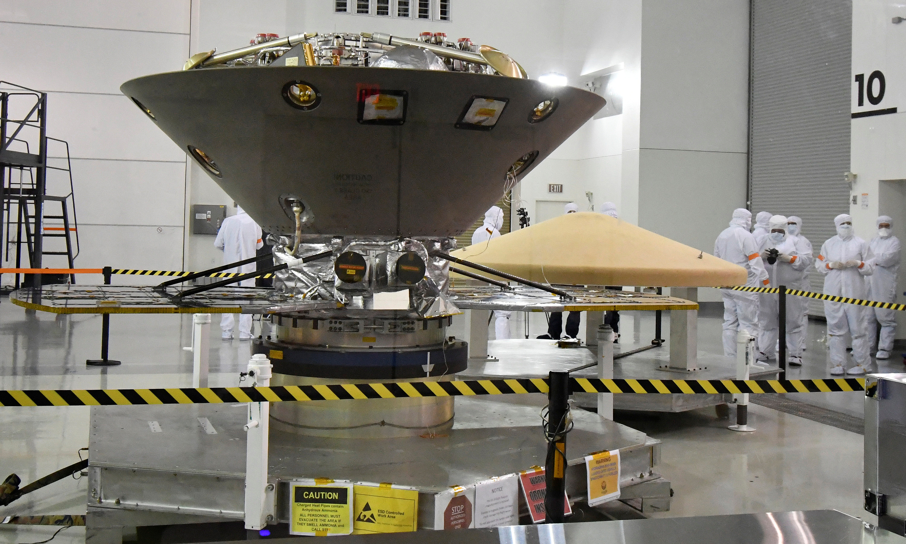 NASA's InSight spacecraft, destined for the Elysium Planitia region located in Mars' northern hemisphere, undergoes final preparations at Vandenberg Air Force Base, California, U.S., April 6, 2018.   REUTERS/Gene Blevins - RC16FA6251B0