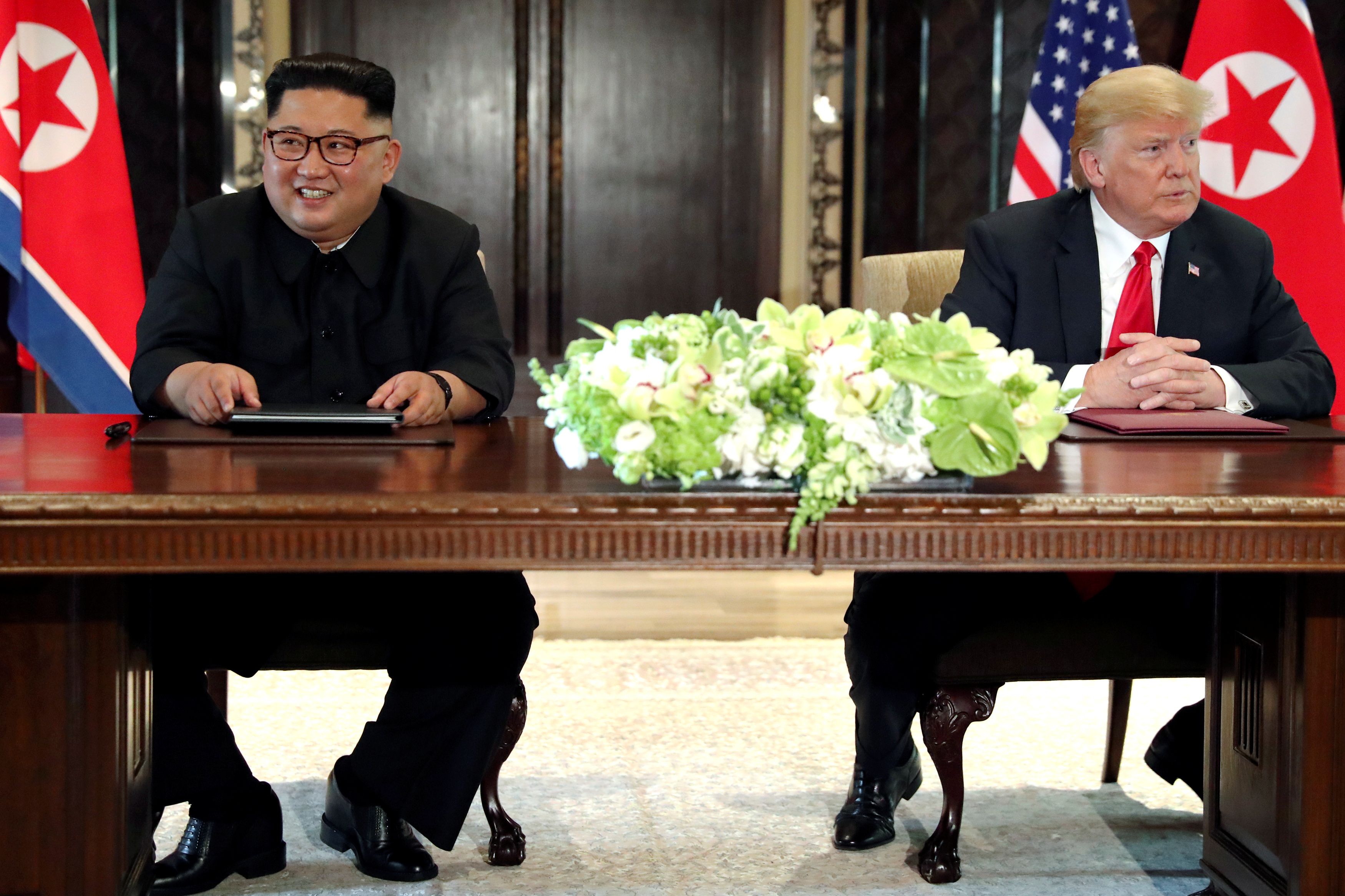 U.S. President Donald Trump and North Korea's leader Kim Jong Un hold a signing ceremony at the conclusion of their summit at the Capella Hotel on the resort island of Sentosa, Singapore June 12, 2018. Picture taken June 12, 2018. REUTERS/Jonathan Ernst - RC11AEC859A0