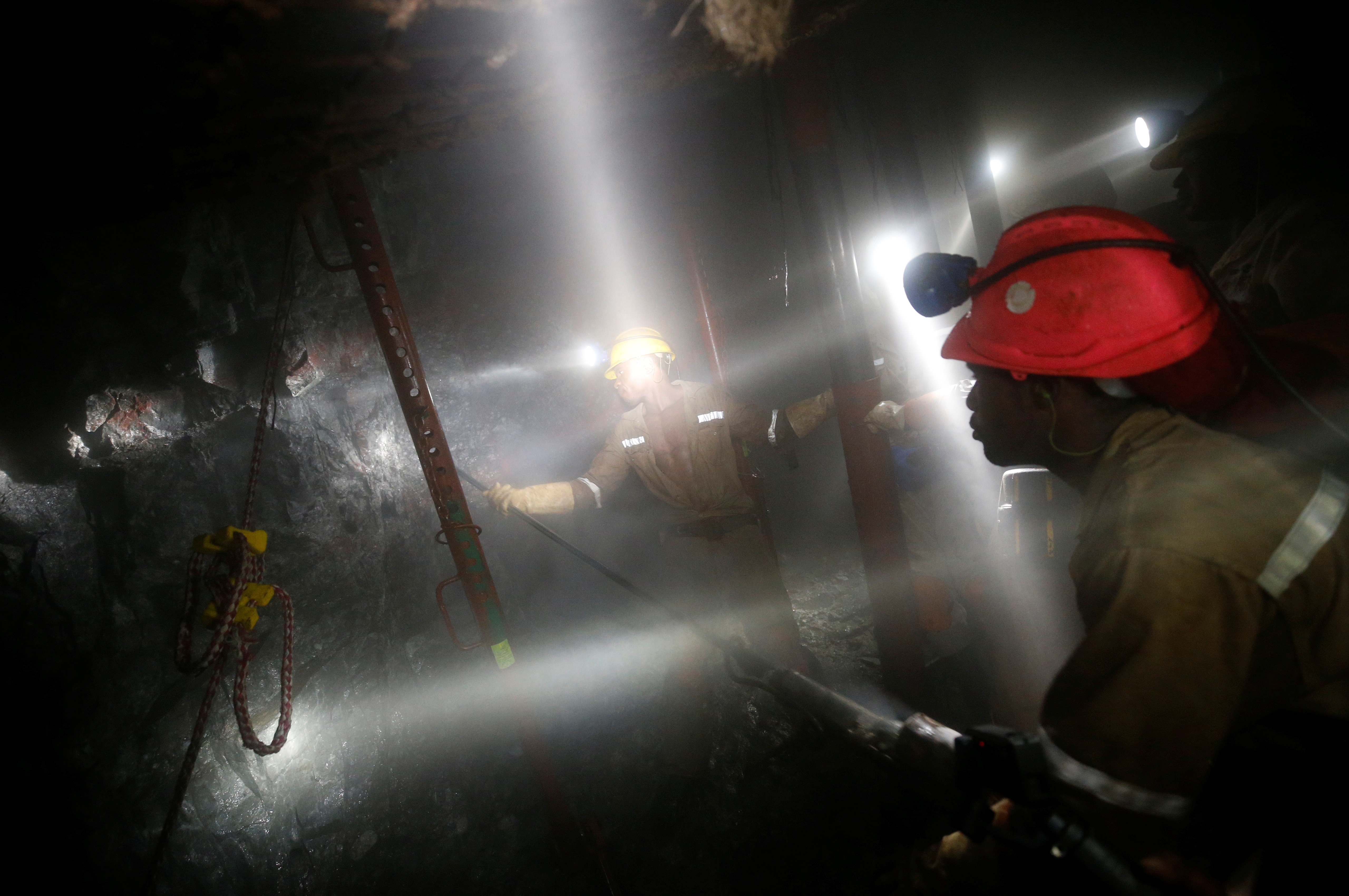 Mine workers employed at Sibanye Gold's Masimthembe shaft operate a drill in Westonaria, South Africa, April 3, 2017. Picture taken April 3, 2017. REUTERS/Mike Hutchings     TPX IMAGES OF THE DAY - RC1ECFE663F0