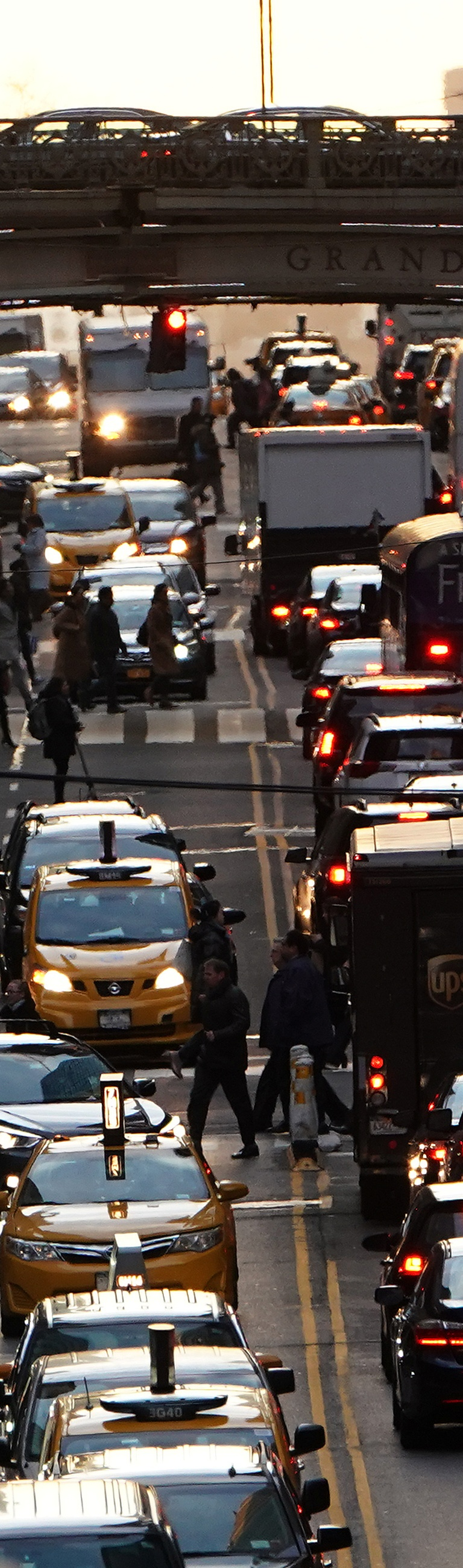 Traffic is pictured at twilight along 42nd St. in the Manhattan borough of New York, U.S., March 27, 2019.   REUTERS/Carlo Allegri - RC1EE0EFBE00