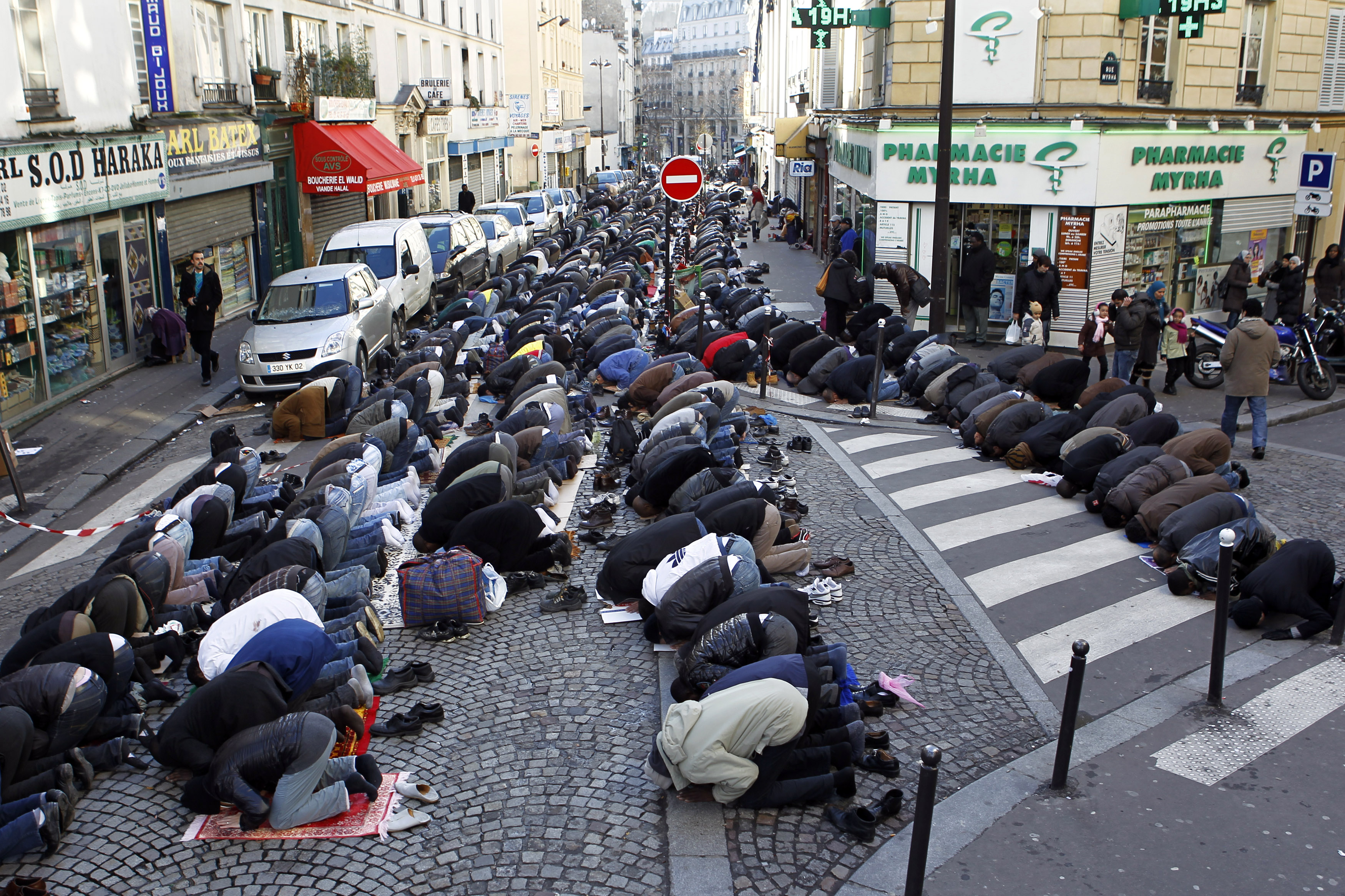 https://www.brookings.edu/wp-content/uploads/2019/05/friday_prayers_paris001.jpg