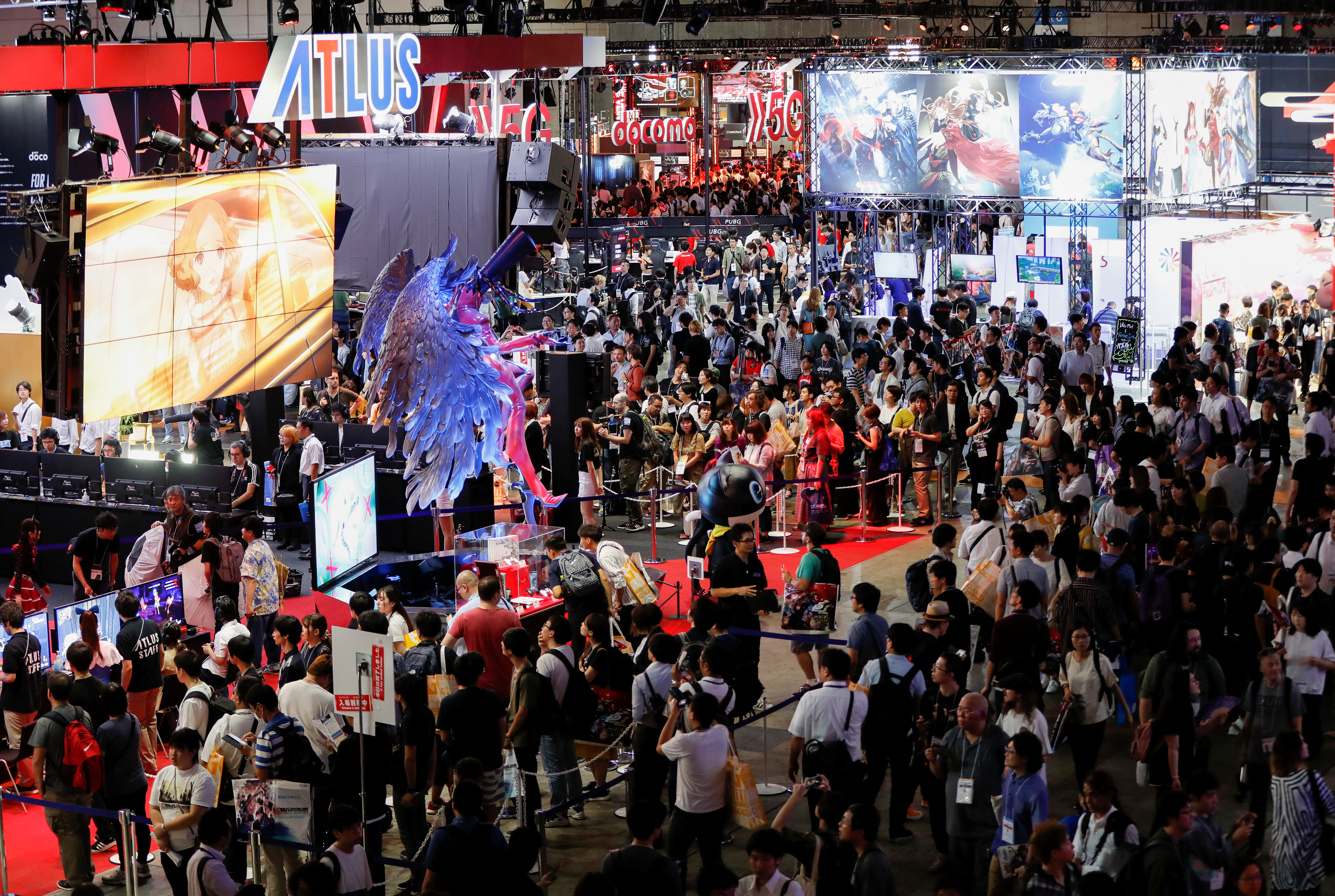 Visitors are seen at Tokyo Game Show 2019 in Chiba, east of Tokyo, Japan, September 12, 2019. REUTERS/Issei Kato - RC1ACC4760F0