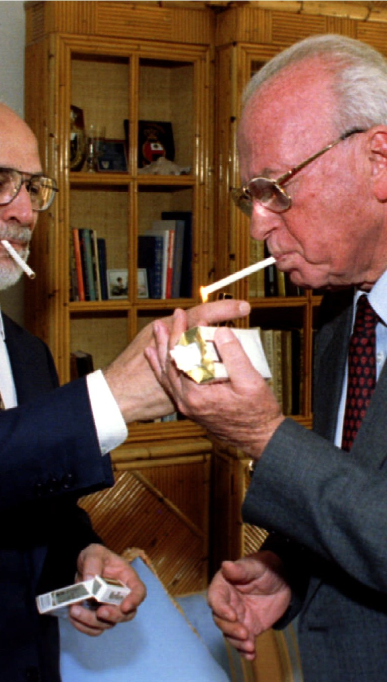 King Hussein of Jordan (l) shares a smoke with Israeli Prime Minister Yitzhak Rabin after the signing ceremony of the Israeli - Jordanian peace treaty. October 26 - PBEAHUNIEEX