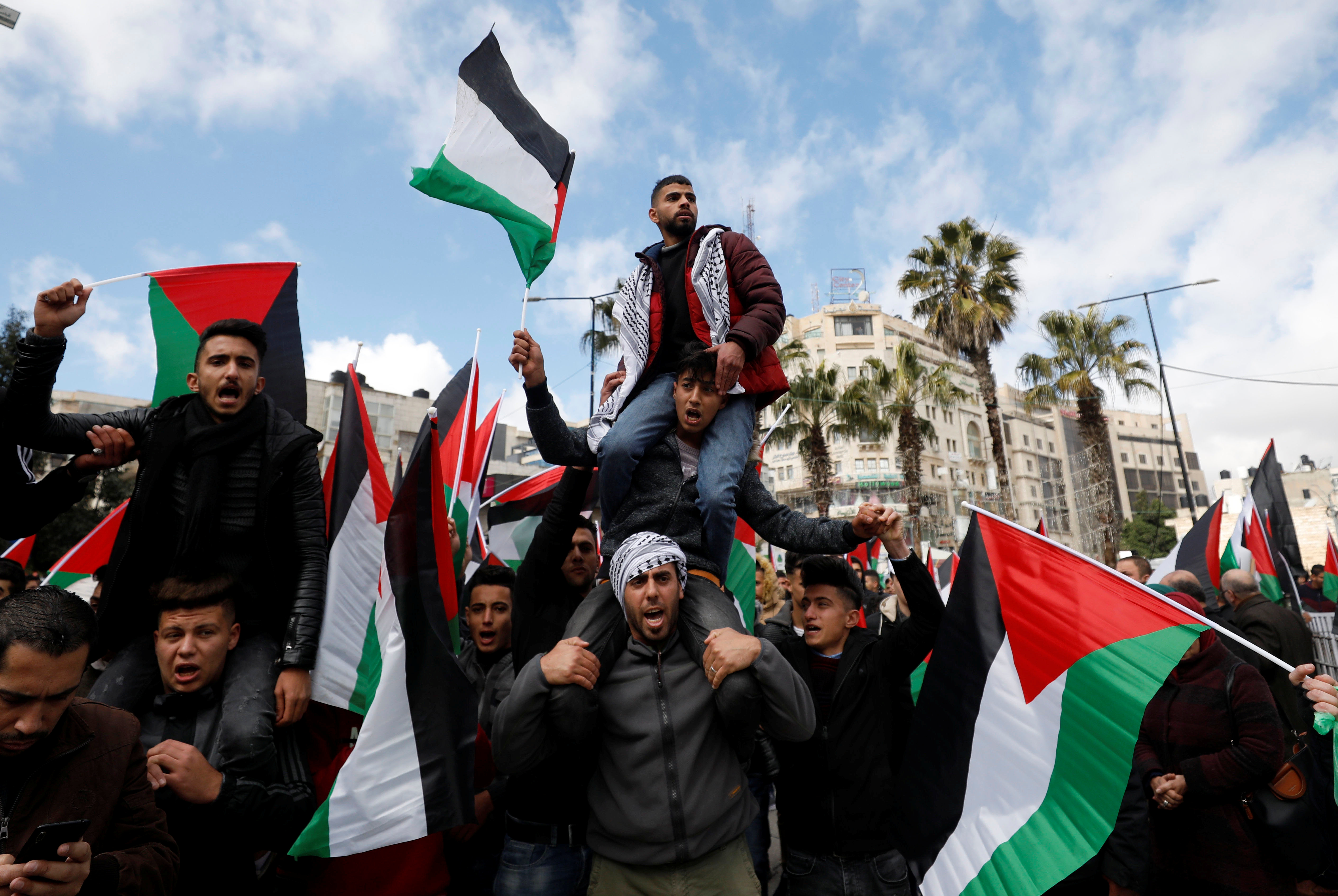 Palestinian demonstrators take part in a rally in support of President Mahmoud Abbas and against the U.S. President Donald Trump's Middle East peace plan, in Ramallah in the Israeli-occupied West Bank February 11, 2020. REUTERS/Mohamad Torokman