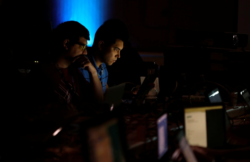 Andrew Beard (L) and Barrett Darnell compete in a contest during the Def Con hacker convention in Las Vegas, Nevada, U.S. on July 29, 2017. REUTERS/Steve Marcus