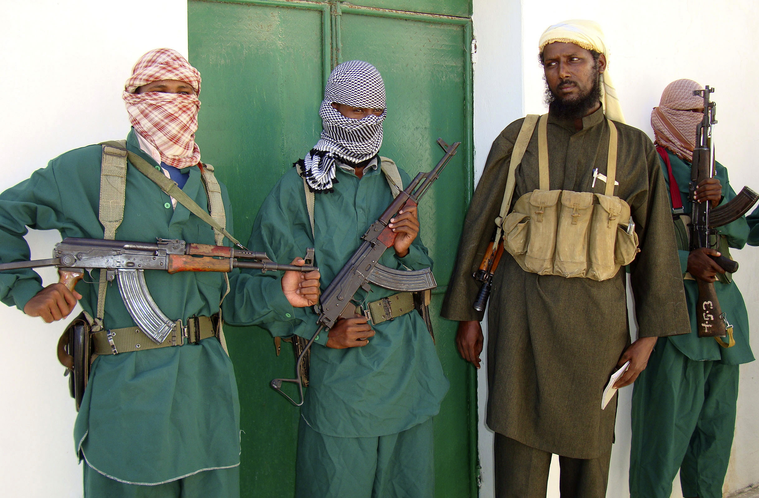 Sheik Muktar Robow Abu Mansur (2nd R), spokesman of Somalia's Islamic al-Shabab, leaves a news conference after vowing to step up attacks against government soldiers and foreign troops in Mogadishu December 14, 2008.  Somalia's President Abdullahi Yusuf sacked his prime minister on Sunday after they disagreed on a new cabinet demanded by donors, throwing his Western-backed interim government into disarray. Hassan Hussein Nur Adde was the second premier fired by Yusuf and had been in the job for only about a year. The fragile administration is fighting Islamist rebels who control the south and are camped on the outskirts of the capital Mogadishu.  REUTERS/Feisal Omar (SOMALIA)