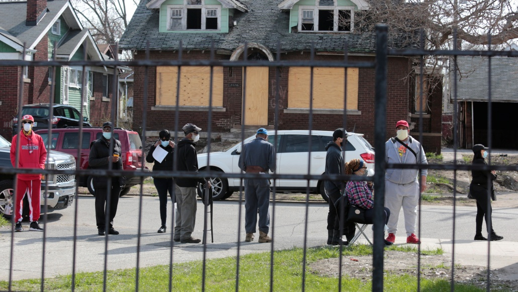 Social Distancing In Black And White Neighborhoods In Detroit A Data Driven Look At Vulnerable Communities