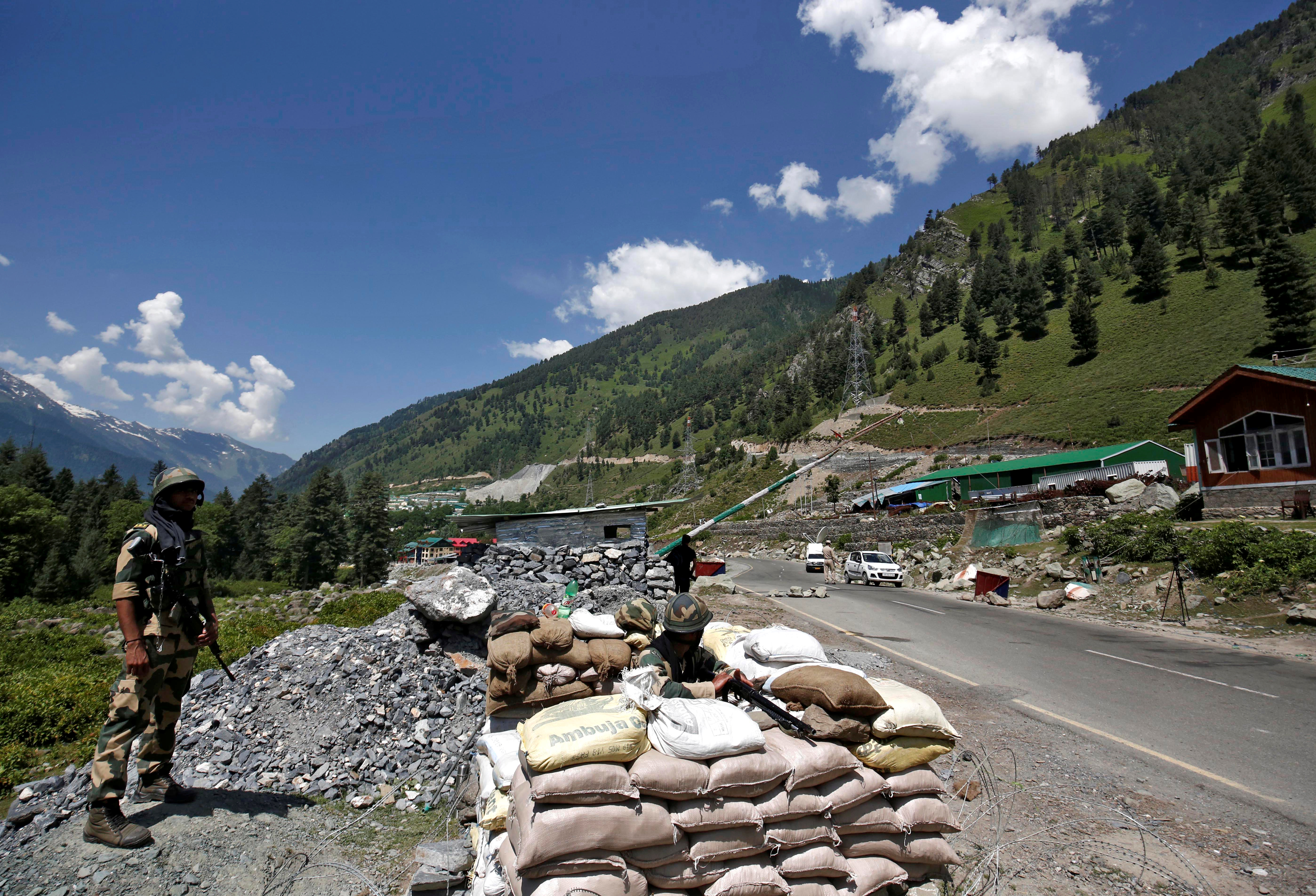 India's Border Security Force (BSF) soldiers stand guard at a checkpoint along a highway leading to Ladakh, at Gagangeer in Kashmir's Ganderbal district June 17, 2020. REUTERS/Danish Ismail