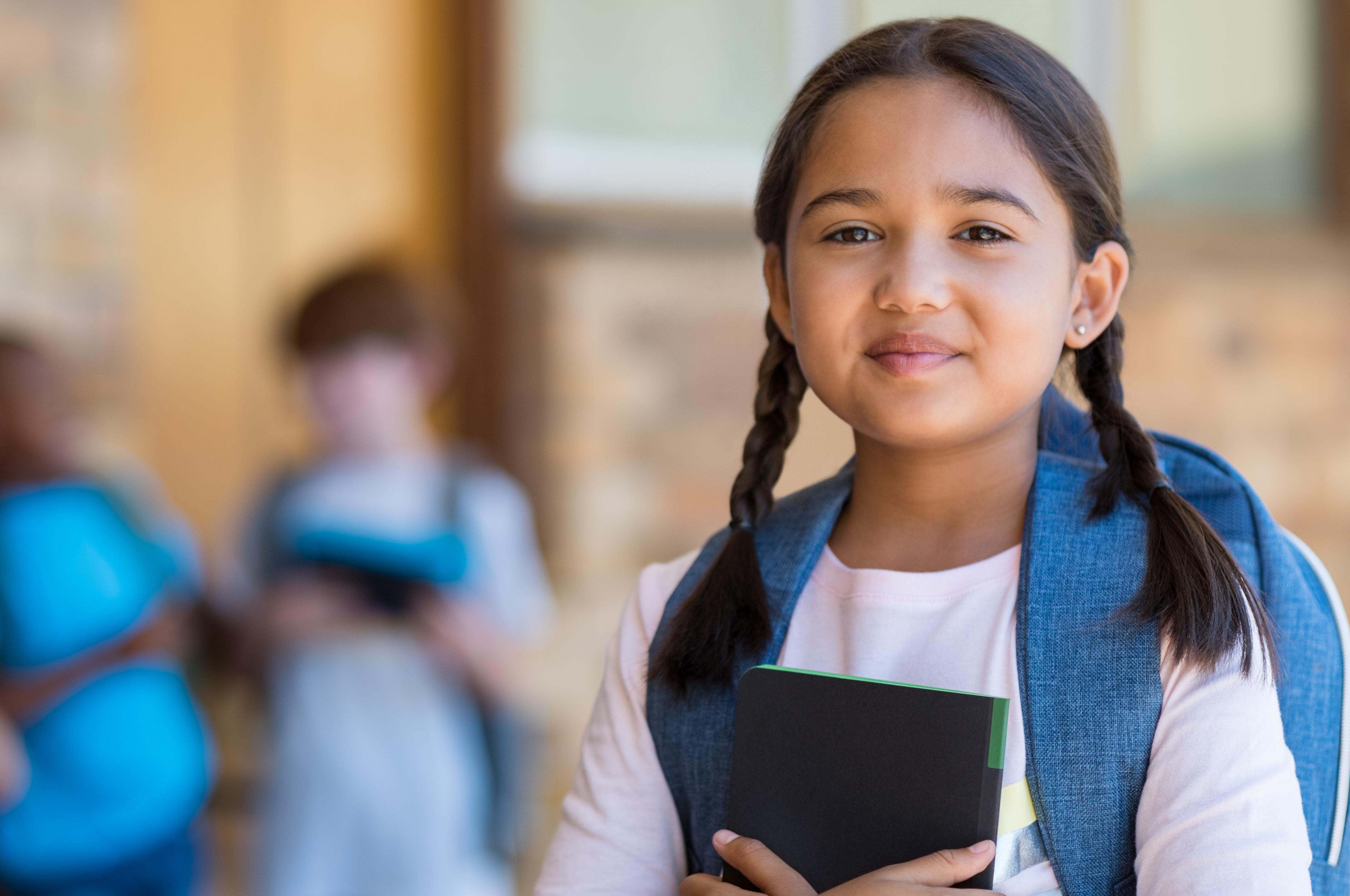 девушка модель учебной работы в школе
