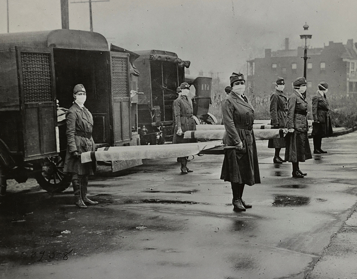 Mask-wearing women hold stretchers near ambulances during the Spanish Flu pandemic in St. Louis, Missouri, U.S. in October 1918.  Library of Congress/Handout via REUTERS THIS IMAGE HAS BEEN SUPPLIED BY A THIRD PARTY.