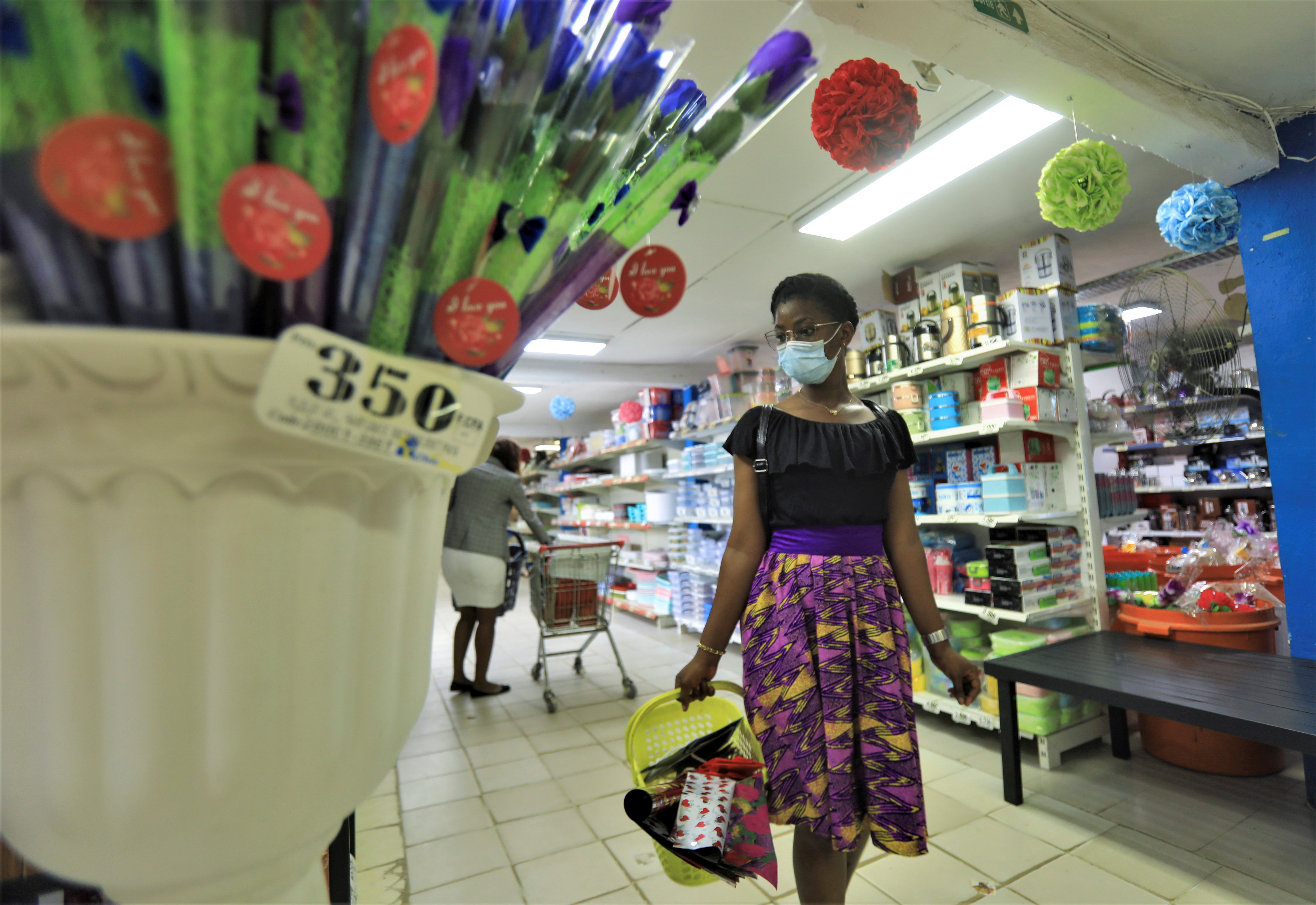 A woman wearing a protective face mask shops at Chic Shops supermarket, amid the coronavirus disease (COVID-19) outbreak at Adjame, a neighbourhood of Abidjan, Ivory Coast May 28, 2020. REUTERS/Thierry Gouegnon