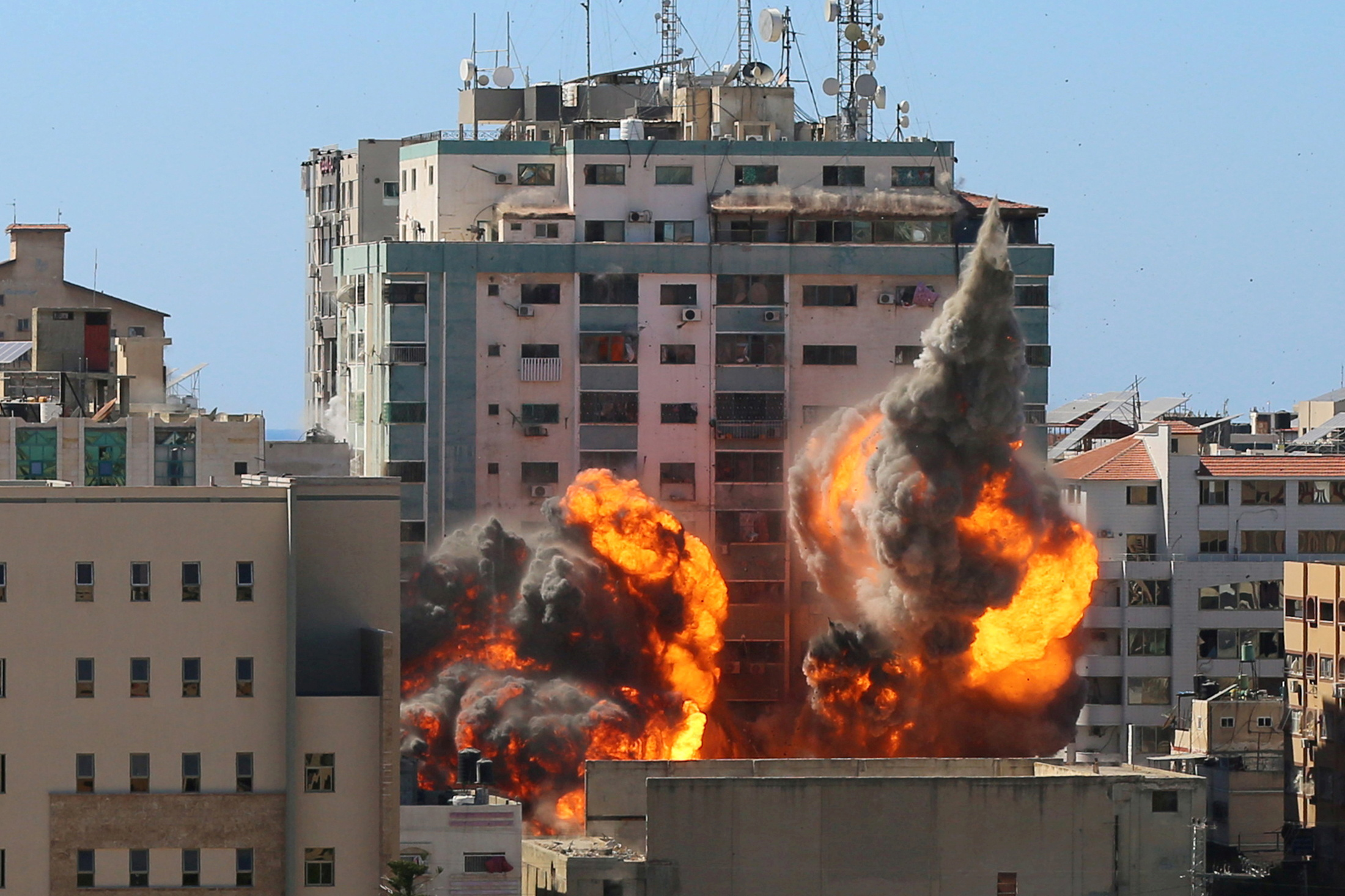 The al-Jalaa building housing Associated Press (AP) and Al Jazeera media offices is hit by an Israeli air strike in Gaza City, May 15, 2021. REUTERS/Ashraf Abu Amrah  NO RESALES. NO ARCHIVES.     TPX IMAGES OF THE DAY