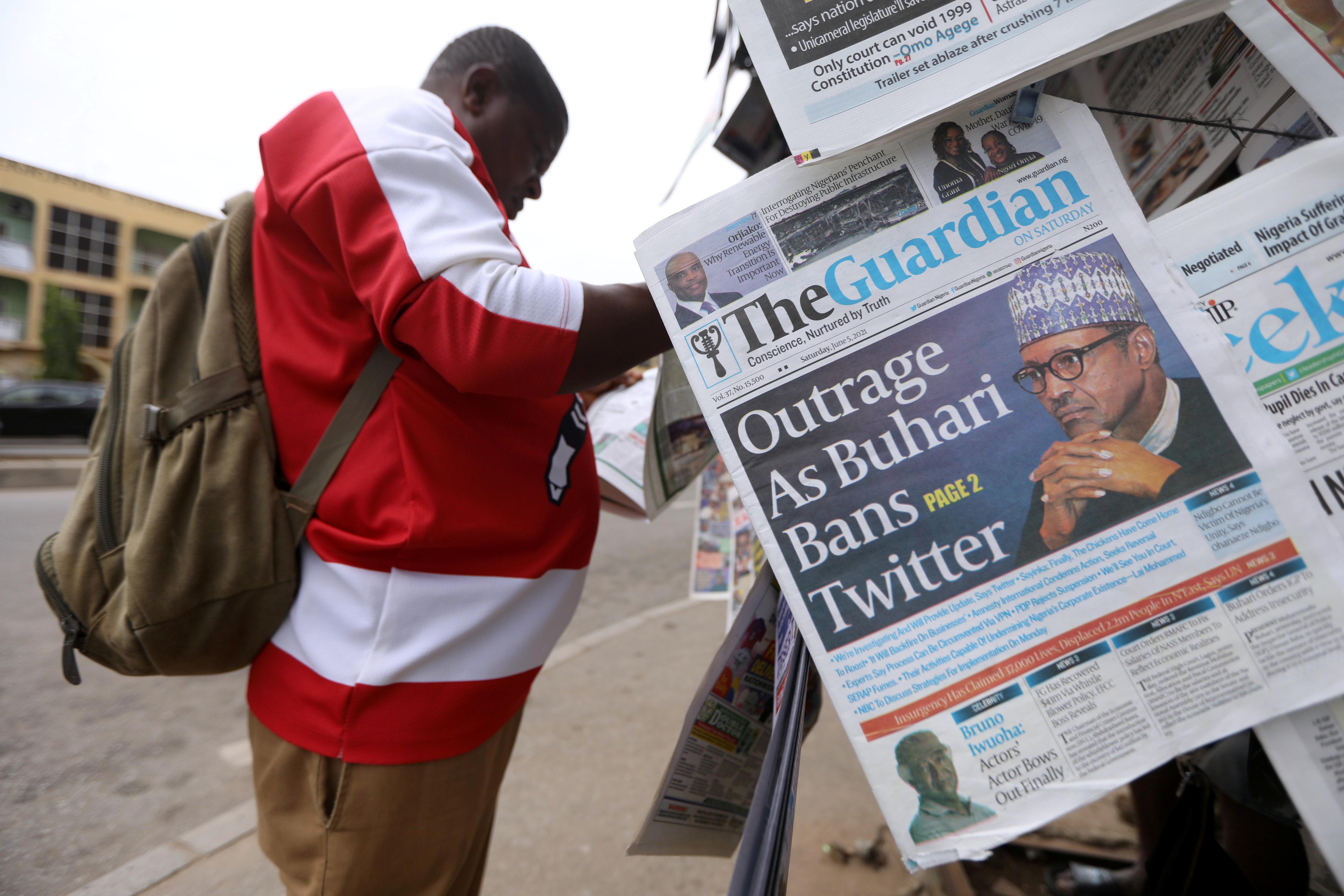A man reads a newspaper at a newsstand in Abuja, Nigeria June 5, 2021. REUTERS/Afolabi Sotunde
